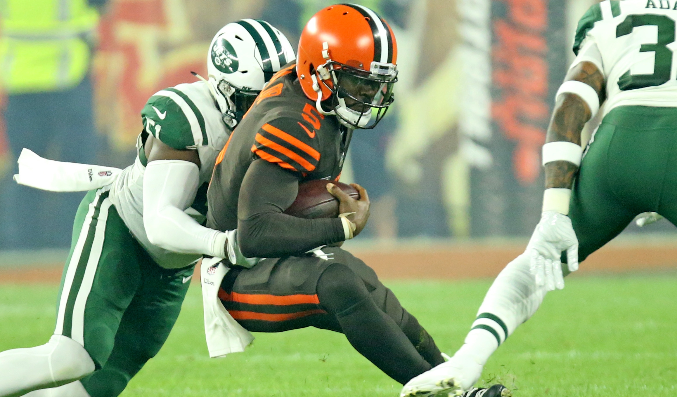 New York Jets LB suspended, Miami Dolphins extend WR (AFC East Roundup)