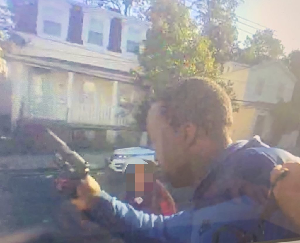 NYPD releases dramatic photo of man pointing gun in Staten Island cop shooting