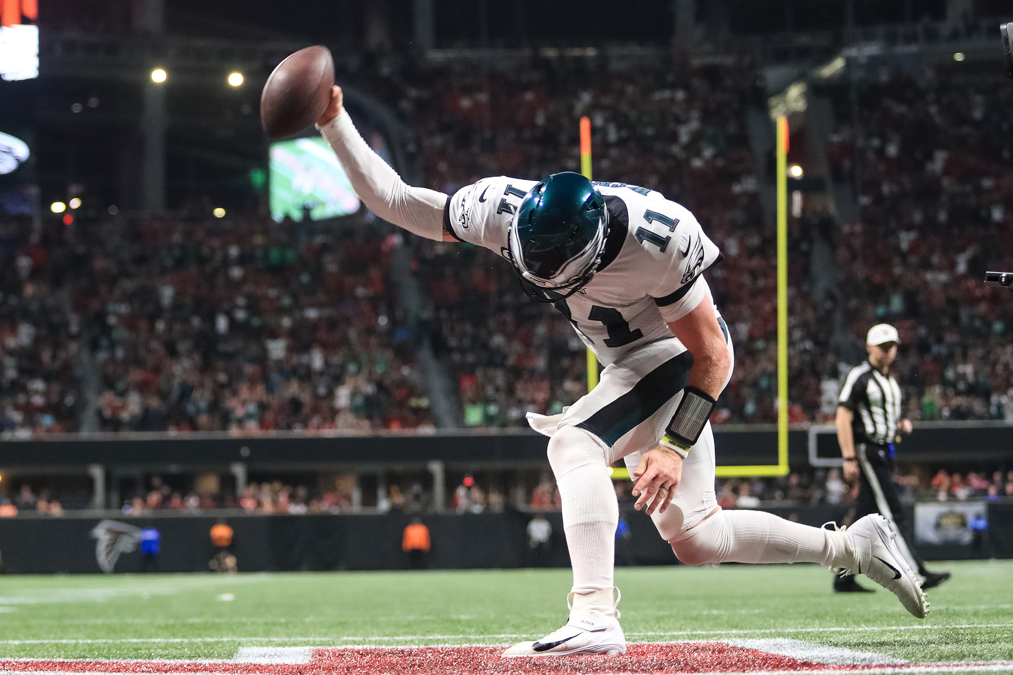 'He was a legend tonight': Eagles applaud a demonstrative Carson Wentz's effort, leadership despite falling short at Falcons