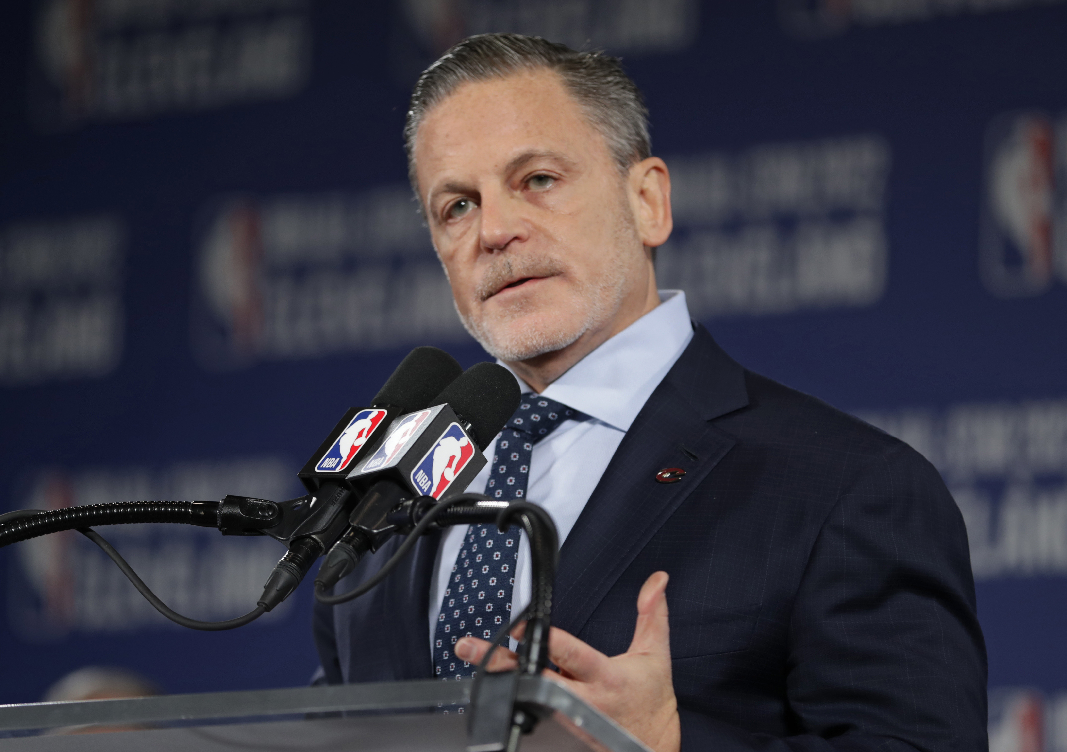 Dan Gilbert returns to Detroit home to recover from stroke
