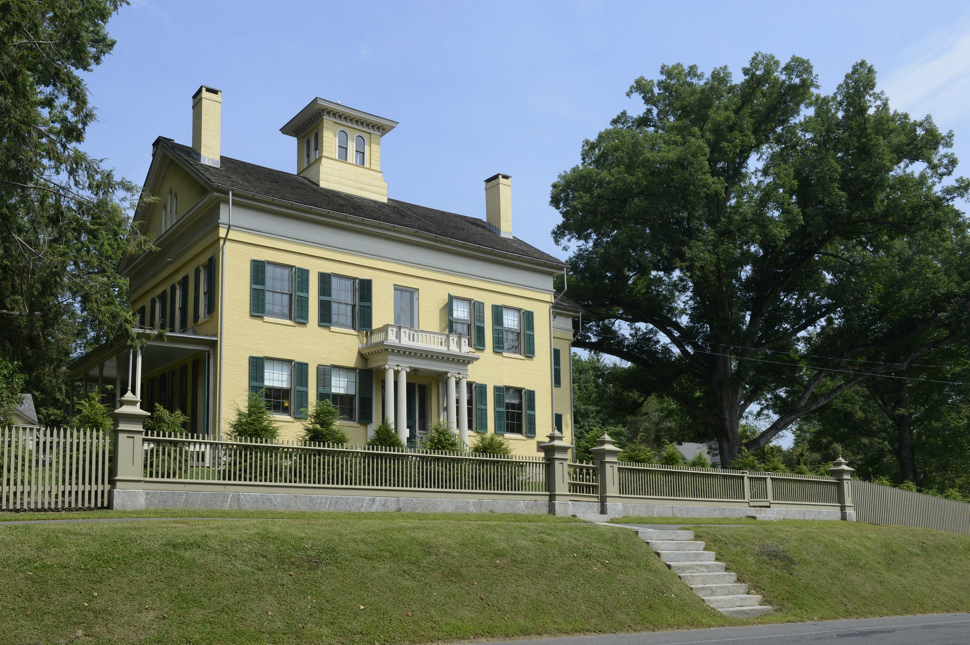 'Writers Walk' to note Amherst homes of Dickinson, Frost, Webster and others