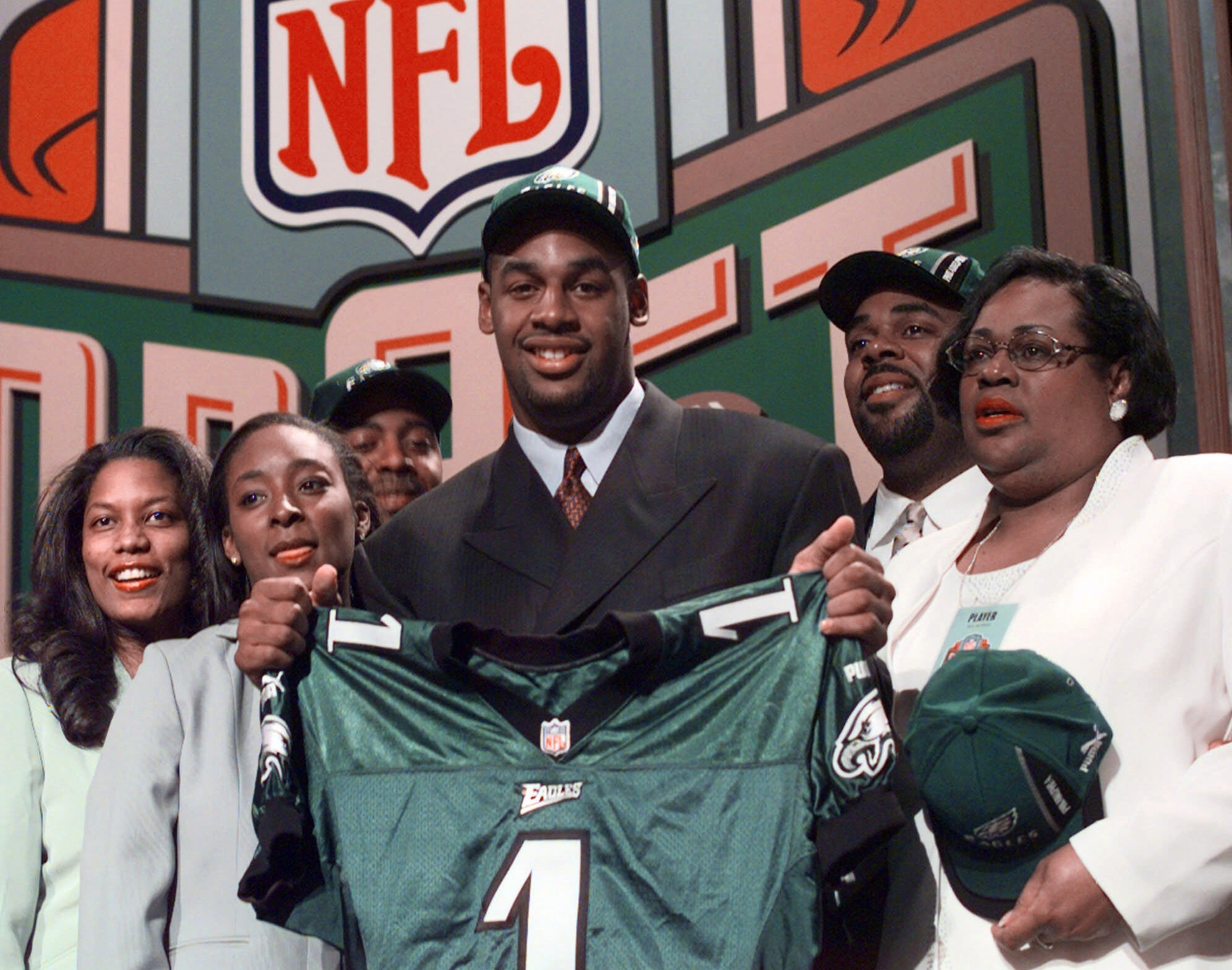 NFL Draft: Donovan McNabb hasn't forgotten Eagles fans booing him on draft day 20 years ago | 'They'll regret that moment'