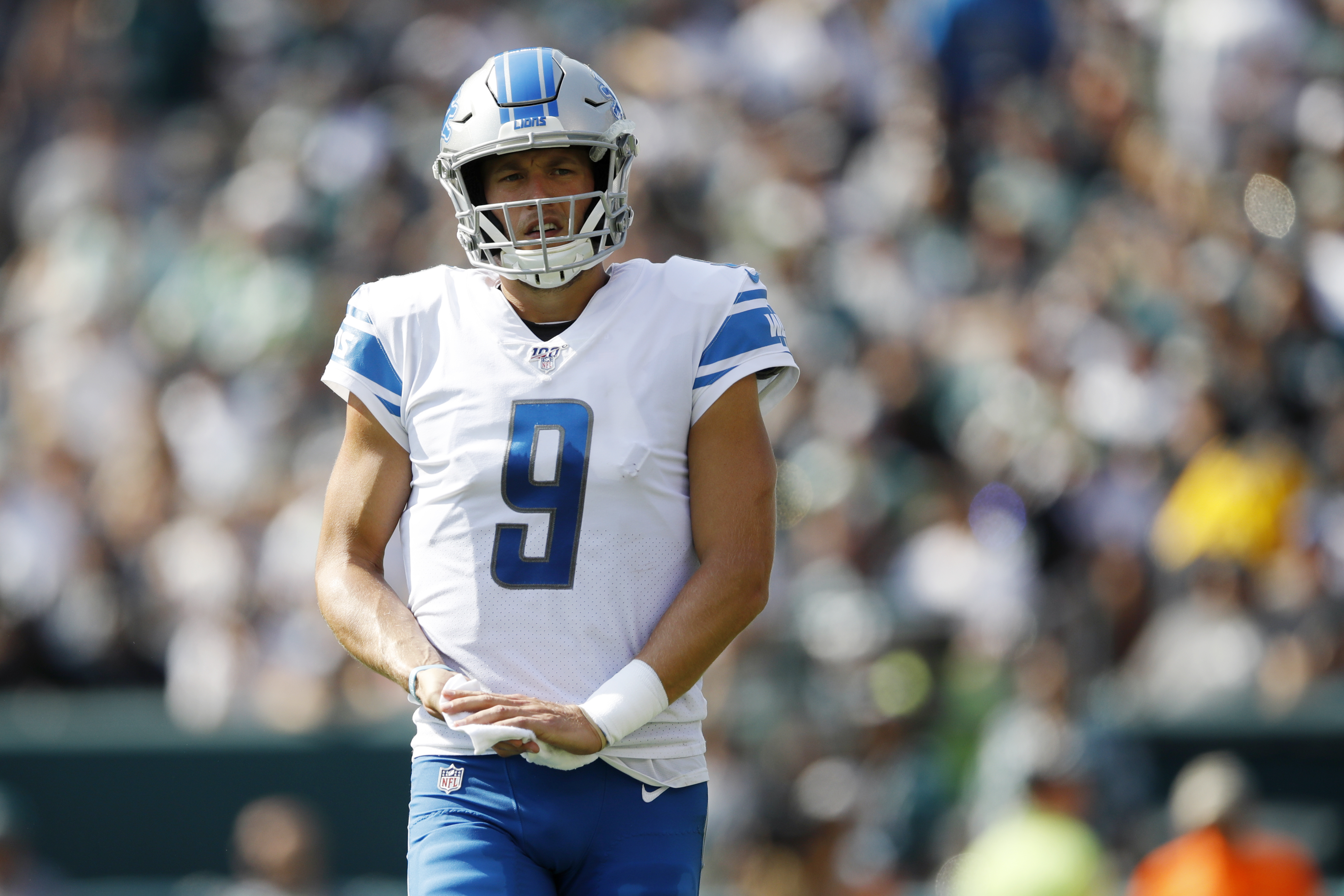 online retailer 3bade 66423 Matthew Stafford takes out 2 guys to help spring J.D. ...