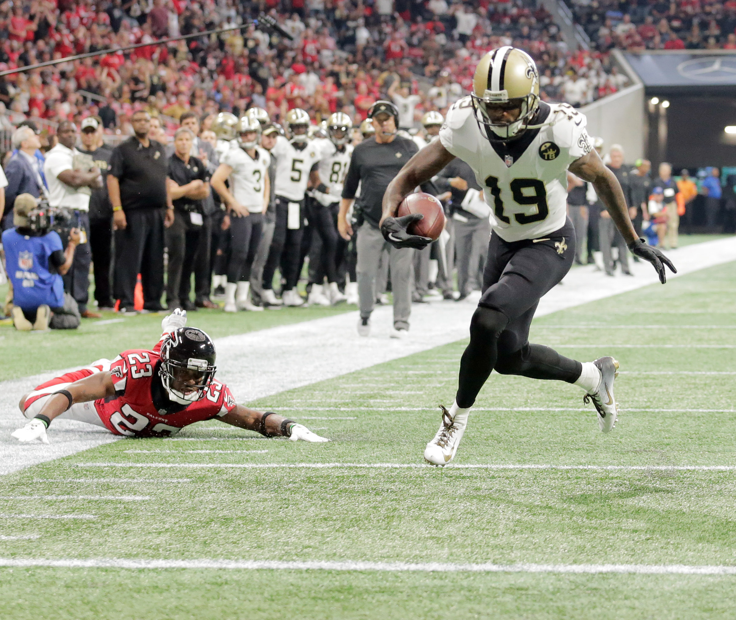 New Orleans Saints wide receiver Ted Ginn (19) shakes off Atlanta Falcons defensive back Robert Alford (23) for a four-yard TD during the game at Mercedes-Benz Stadium in Atlanta, Ga. Sunday, Sept. 23, 2018. (Photo by David Grunfeld, NOLA.com | The Times-Picayune)