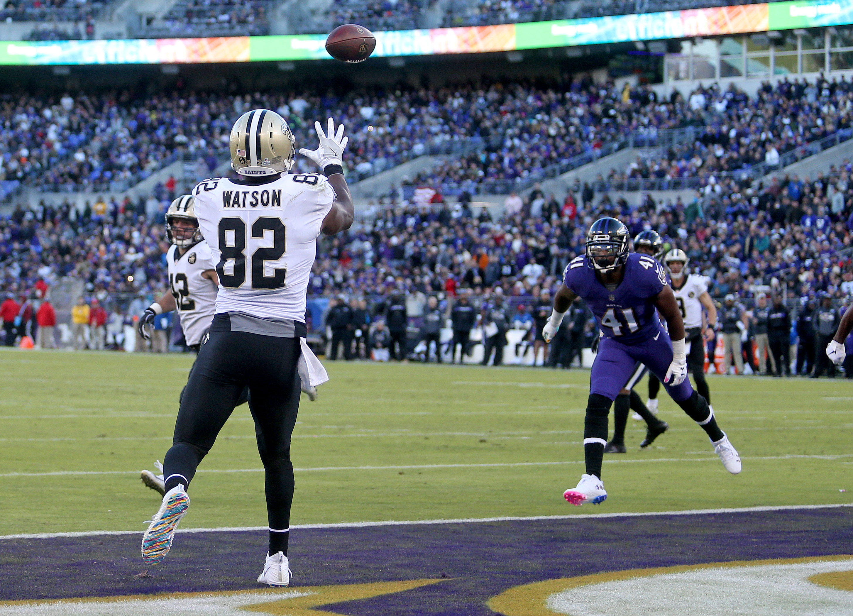 New Orleans Saints tight end Benjamin Watson (82) catches Drew Brees' 500th touchdown during the game between the New Orleans Saints and Baltimore Ravens at M&T Bank Stadium on Sunday, October 21, 2018. (Photo by Michael DeMocker, NOLA.com | The Times-Picayune)
