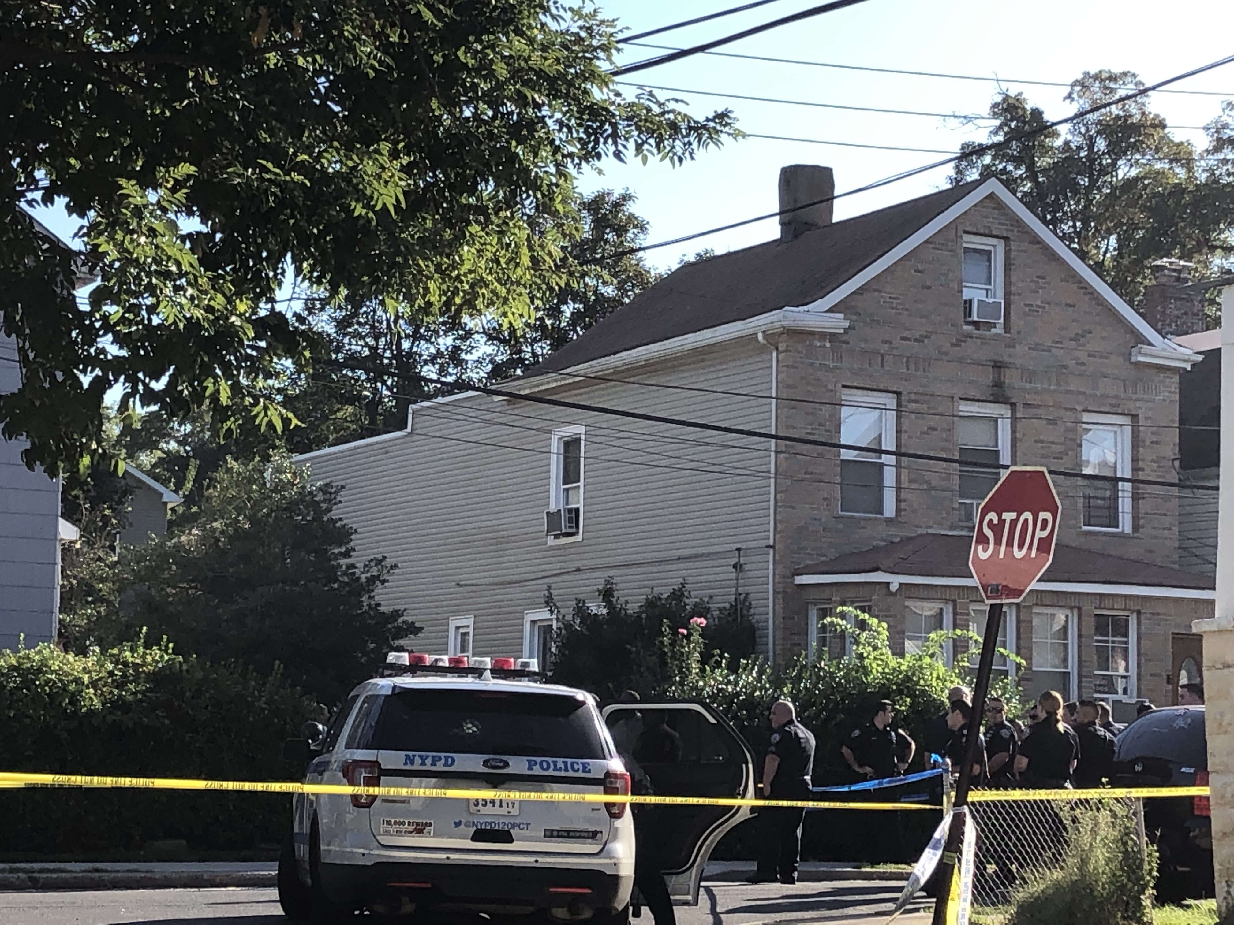 Female cop shot in wrist on Staten Island; suspect shot as well