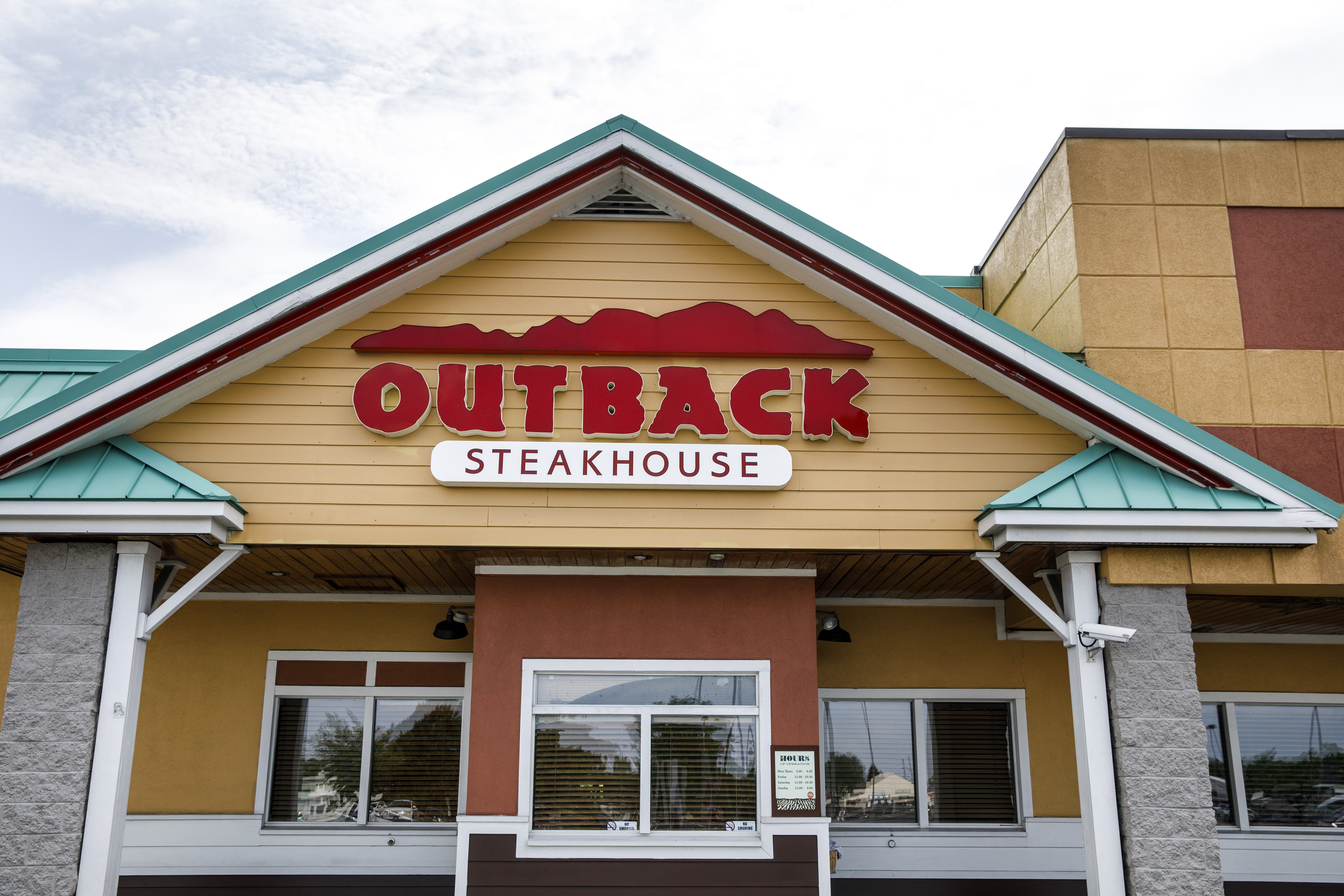 latest coronavirus related layoff notices to state includes reduction of hours at outback steakhouse parent company masslive com https www masslive com coronavirus 2020 05 latest coronavirus related layoffs include 764 jobs at outback steakhouse parent company html