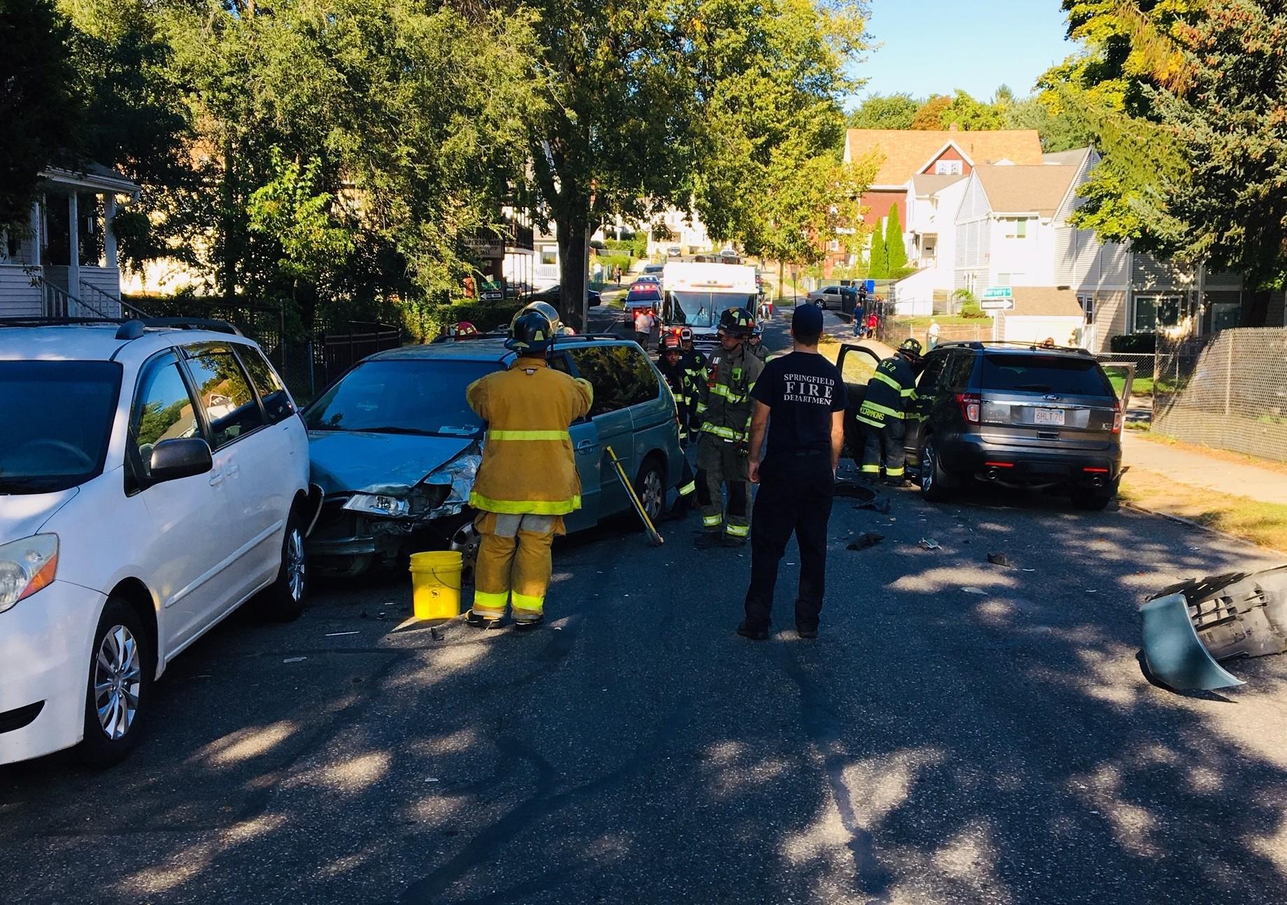 Springfield 3-car crash leaves 2 injured