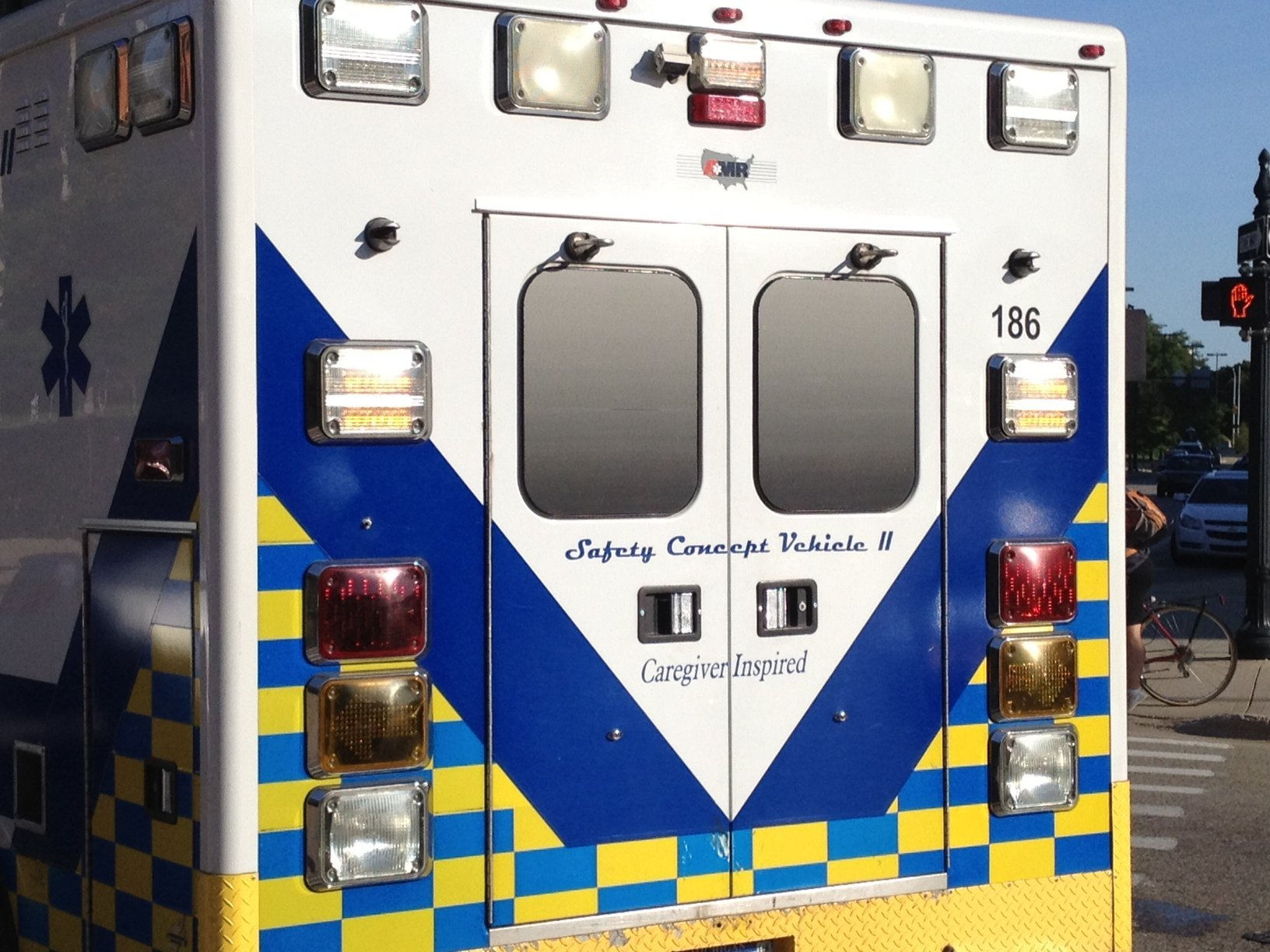 Small aircraft crashes in Van Buren County Lake, pilot injured