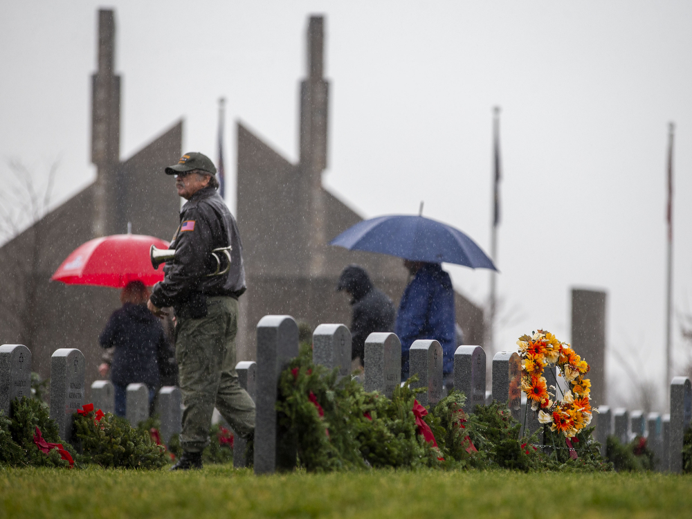 Steady rain can't stop thousands from laying wreaths at Fort Indiantown Gap National Cemetery