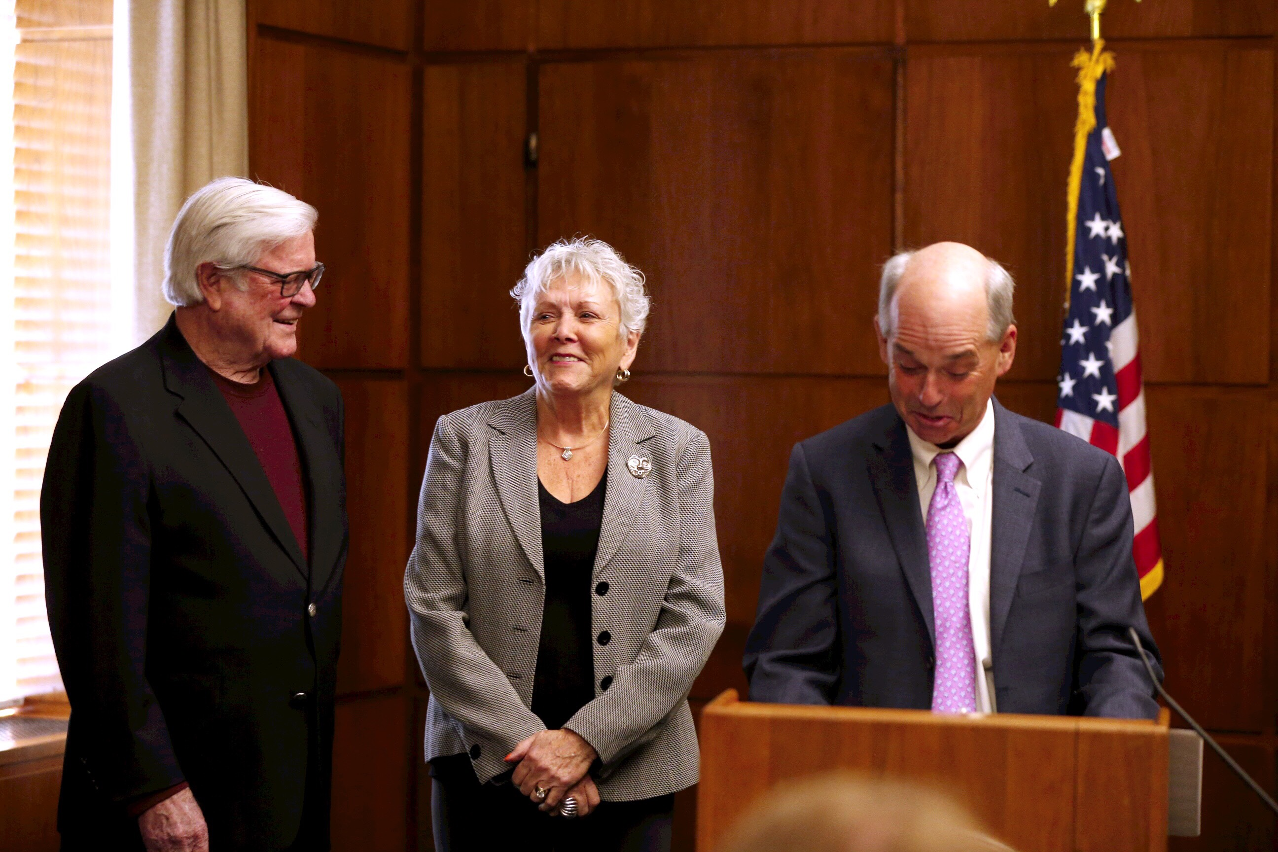 Don't hire your relatives, Oregon ethics watchdog tells secretary of state