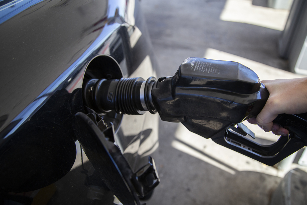 Grand Rapids Gas Prices >> 34 Michigan Gas Prices Drop 14 Cents Ann Arbor Drivers Pay
