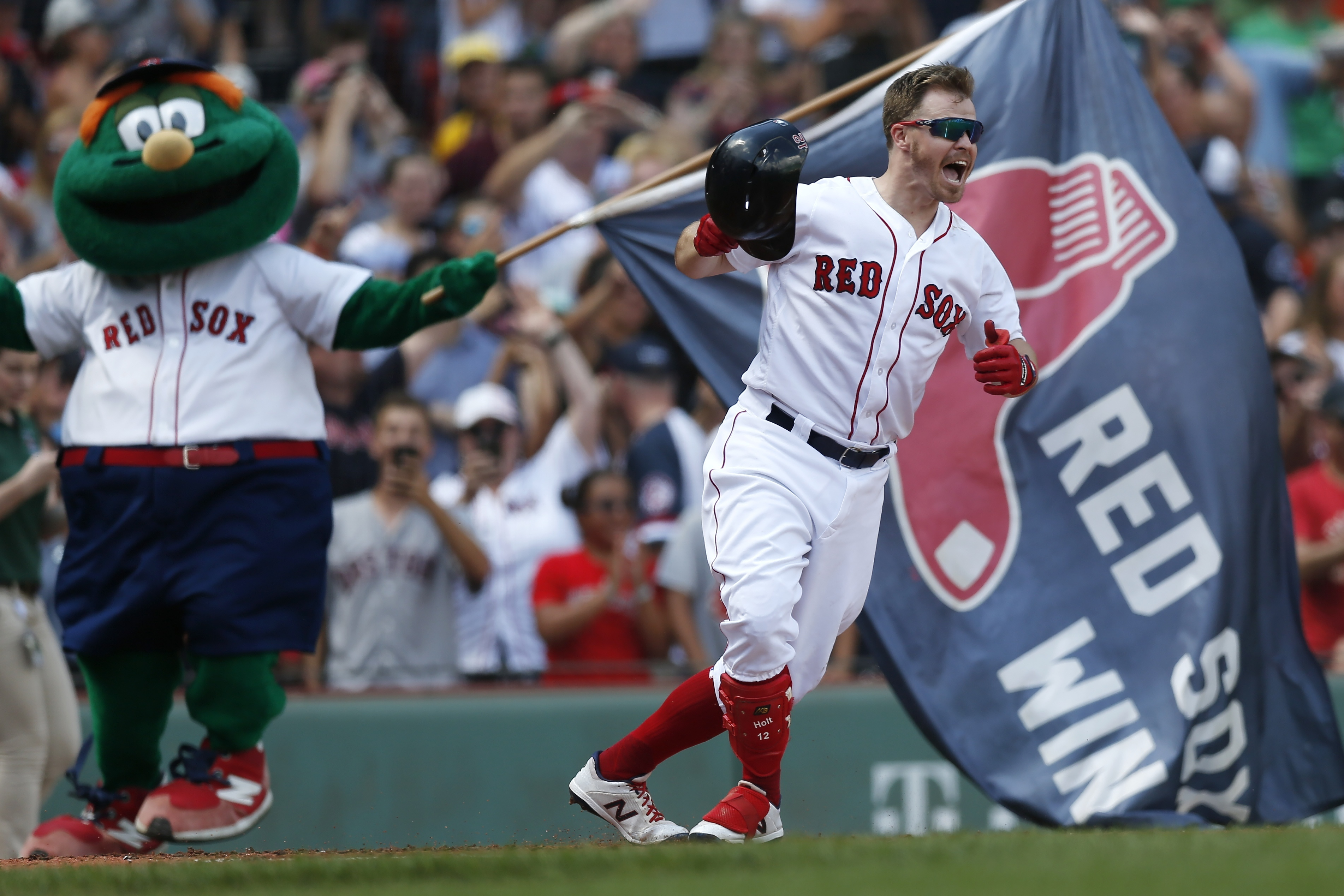 Brock Holt signs with Brewers: Boston Red Sox fan favorite agrees ...