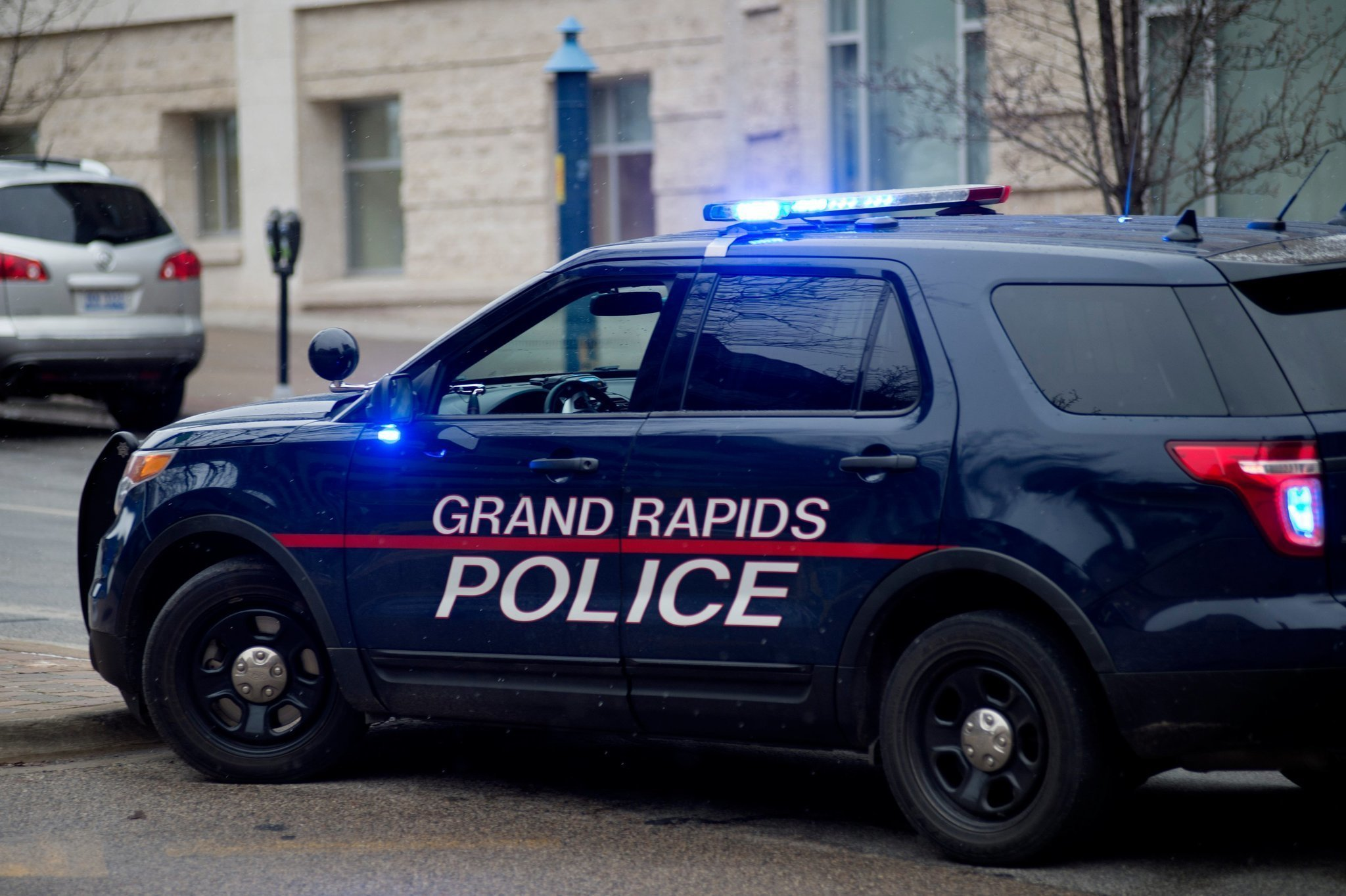 Grand Rapids woman shot in arm, police say