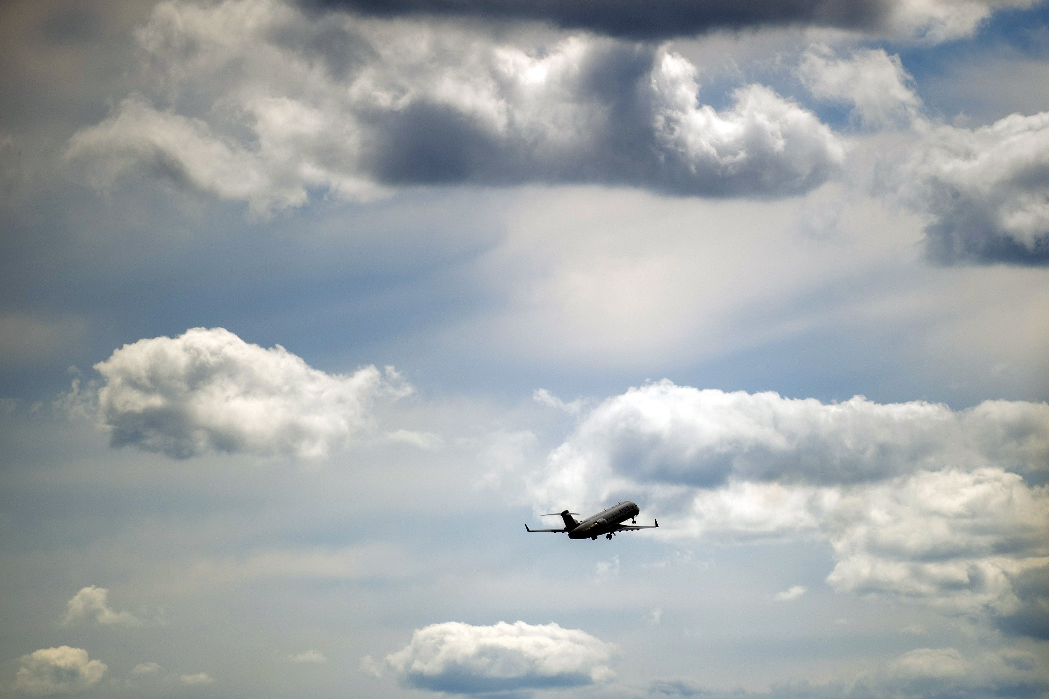 Plane heading for Detroit slides on Illinois taxiway