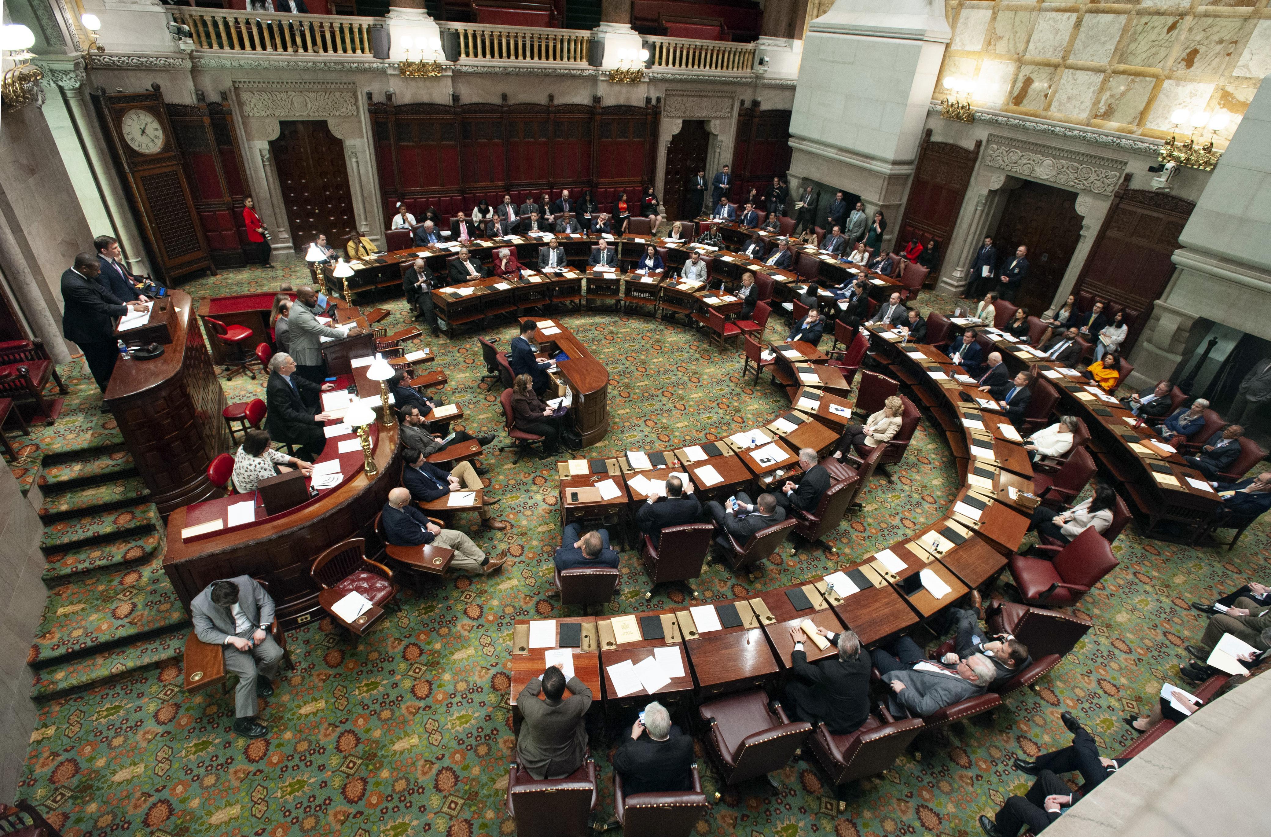 NY Senate OKs bill granting driver's licenses to undocumented immigrants