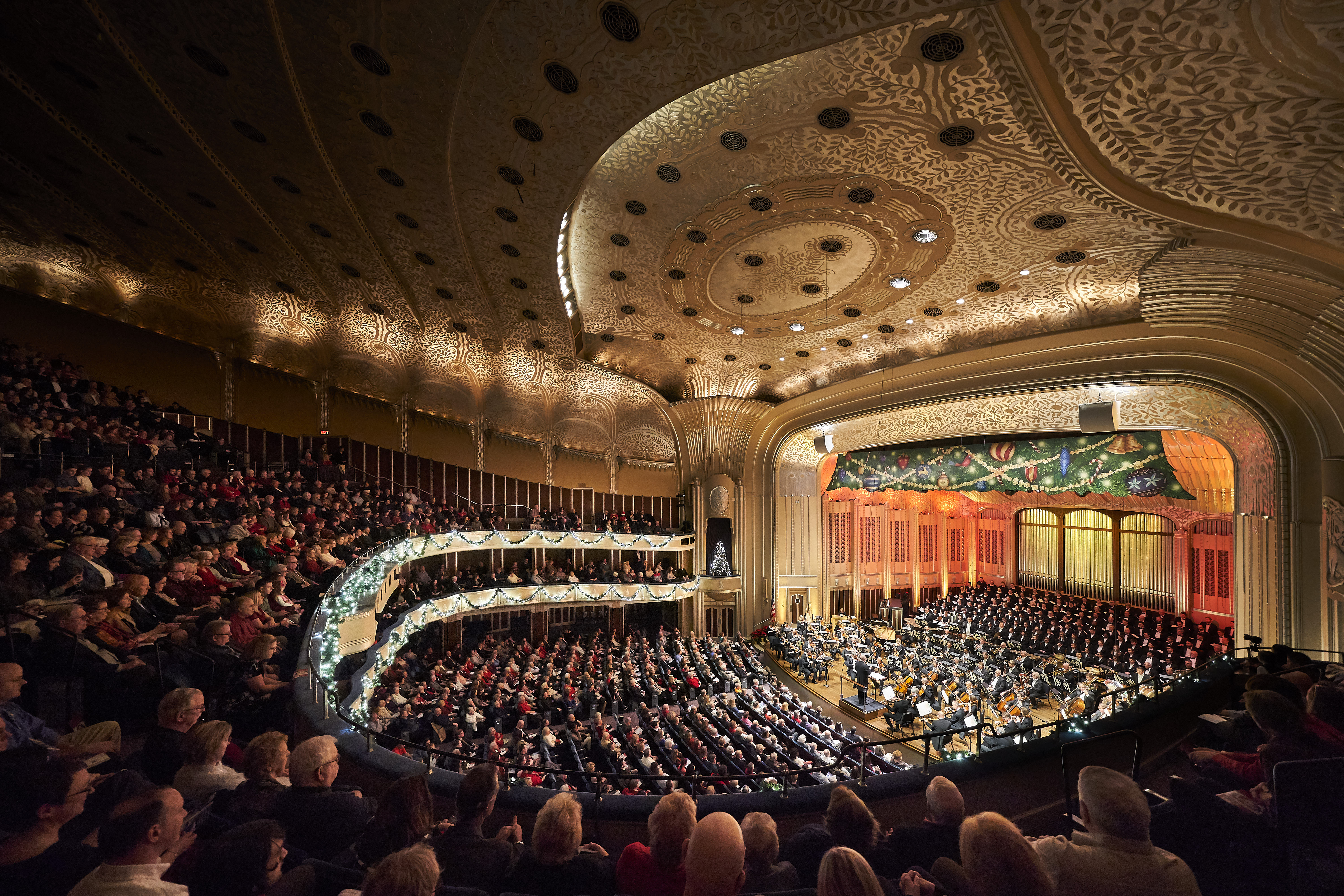 Cleveland Orchestra Christmas Concerts take a lighter, more