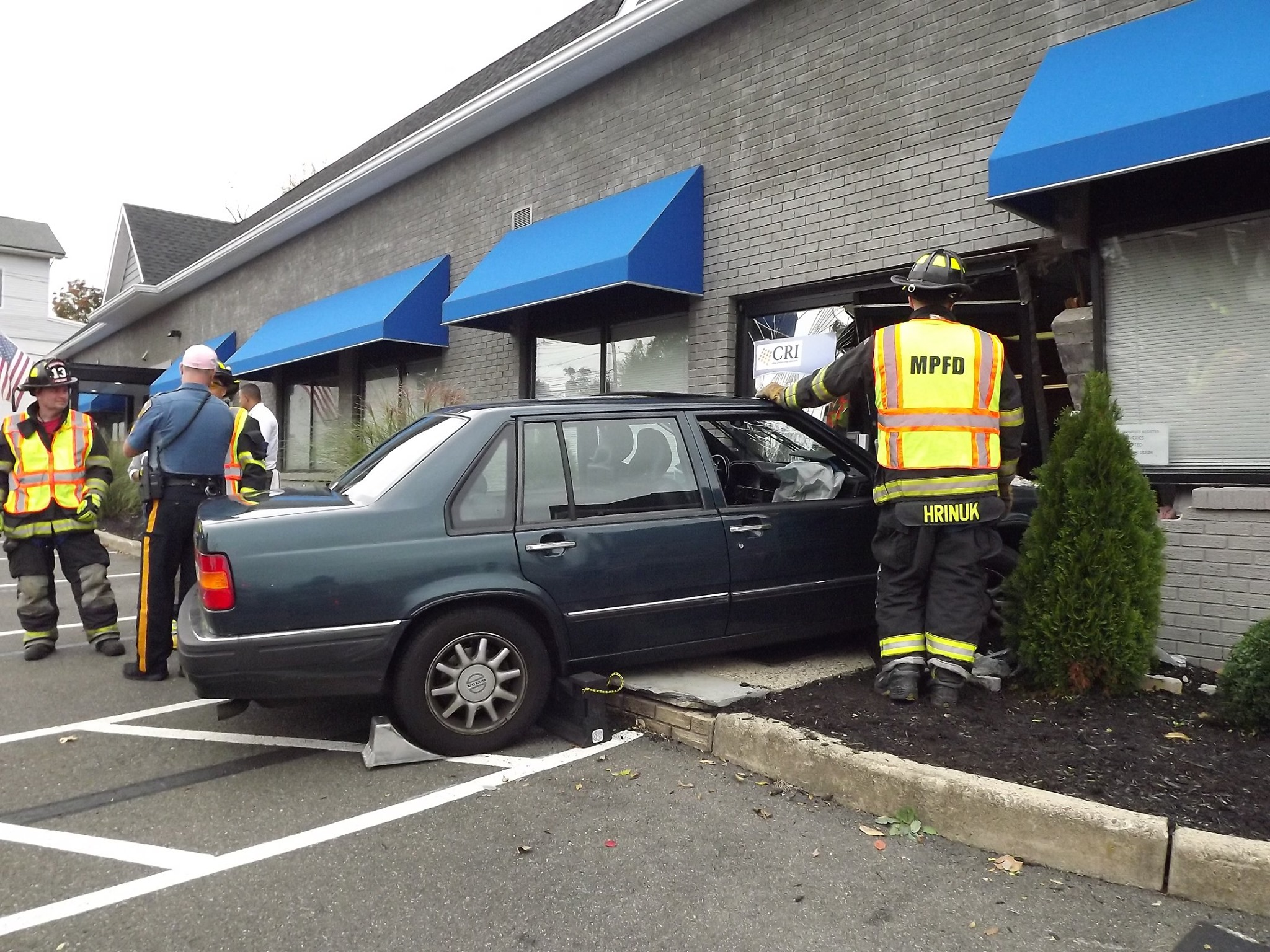 Motorist trying to park smashes through building in Bergen County