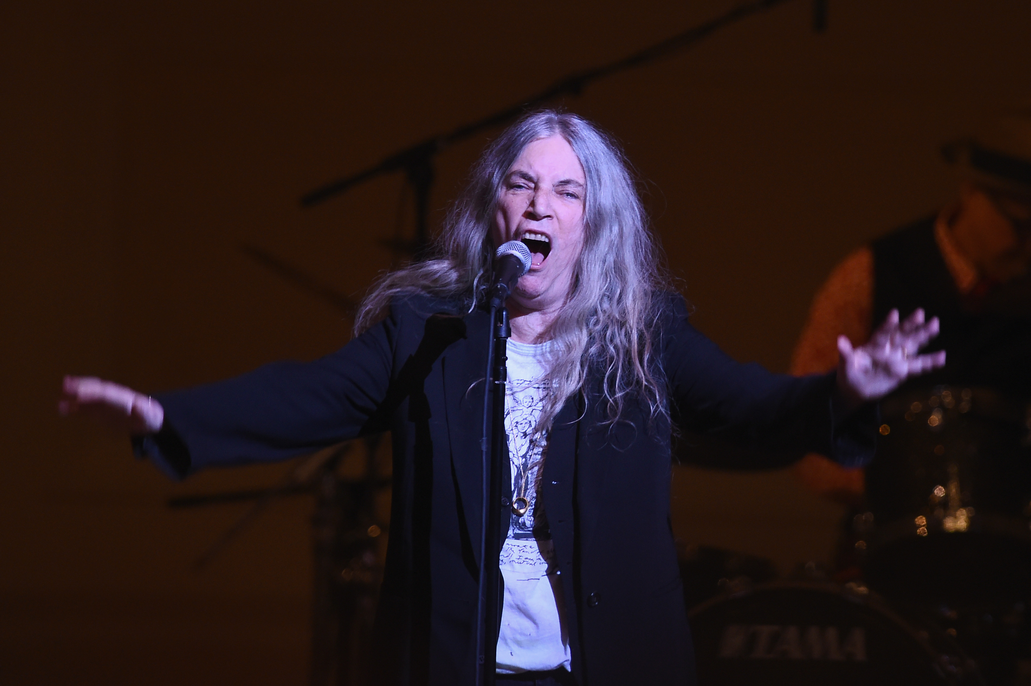 Patti Smith spots her new book inside N.J. store, pops in for impromptu signing