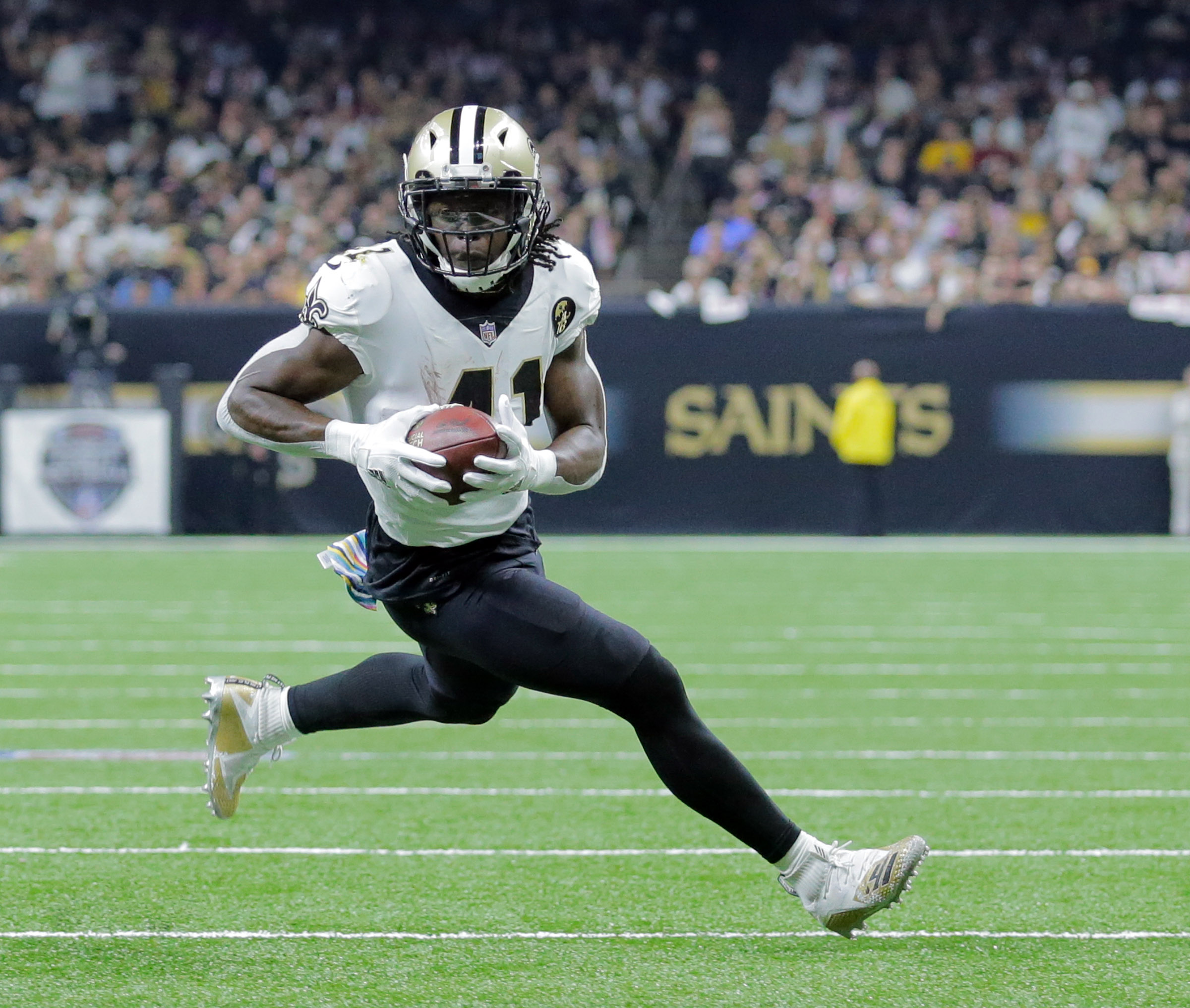 New Orleans Saints running back Alvin Kamara finds running room against Washington at the Mercedes-Benz Superdome in New Orleans on Monday, Oct. 8, 2018.