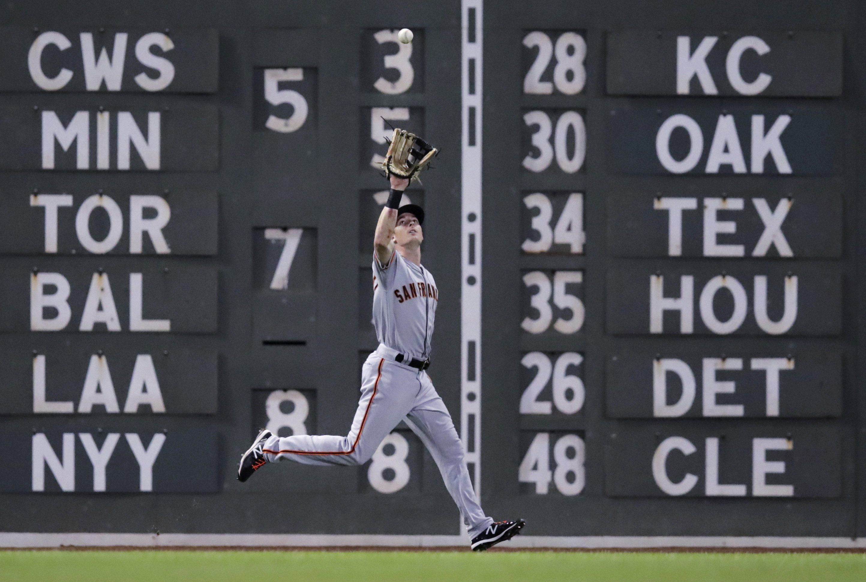 Boston Red Sox, Giants use MLB record-tying 24 pitchers in 15-inning game that San Francisco wins in 5 hours, 54 minutes