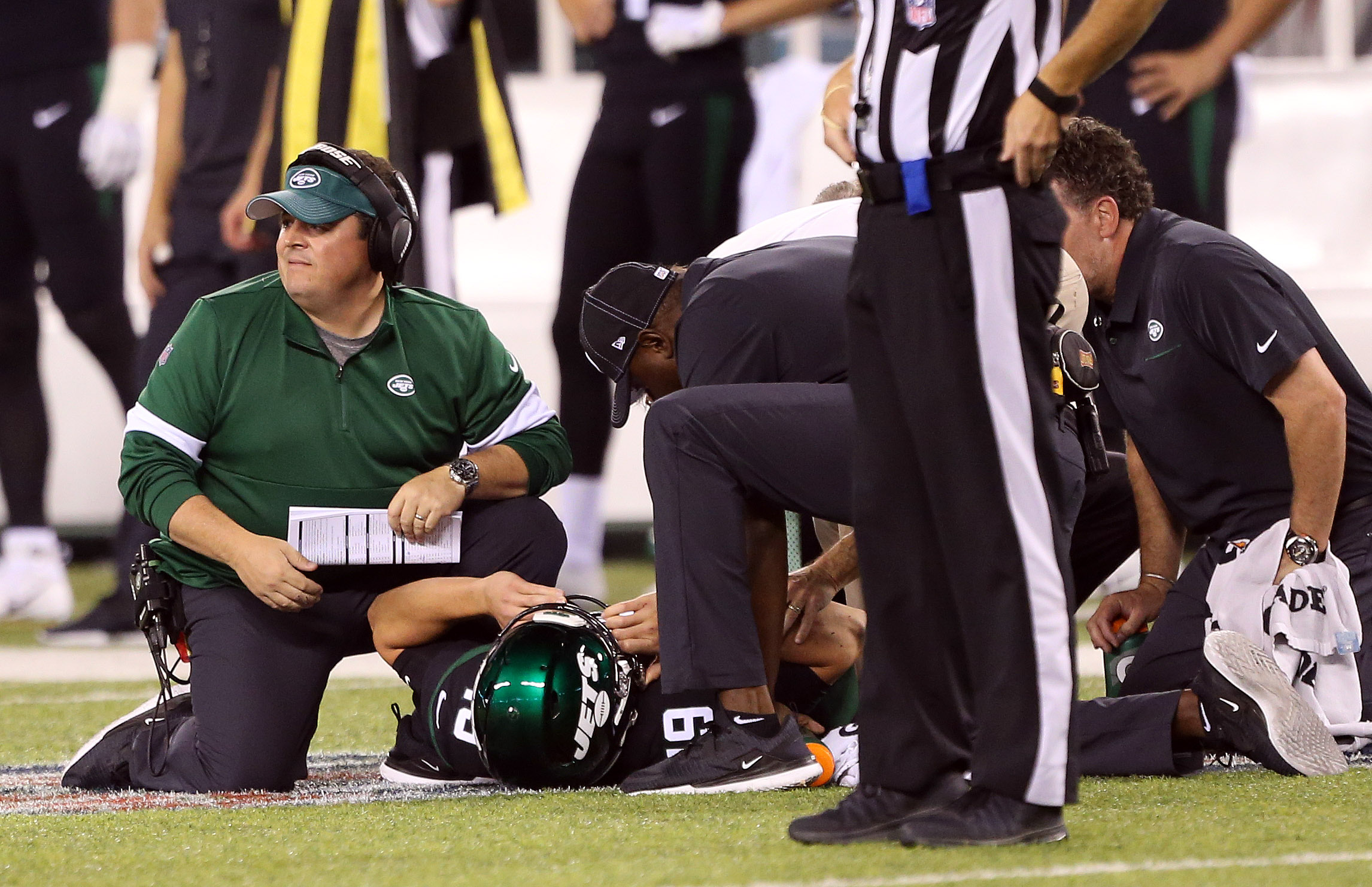 Jets QB Siemian leaves vs. Browns with an ankle injury