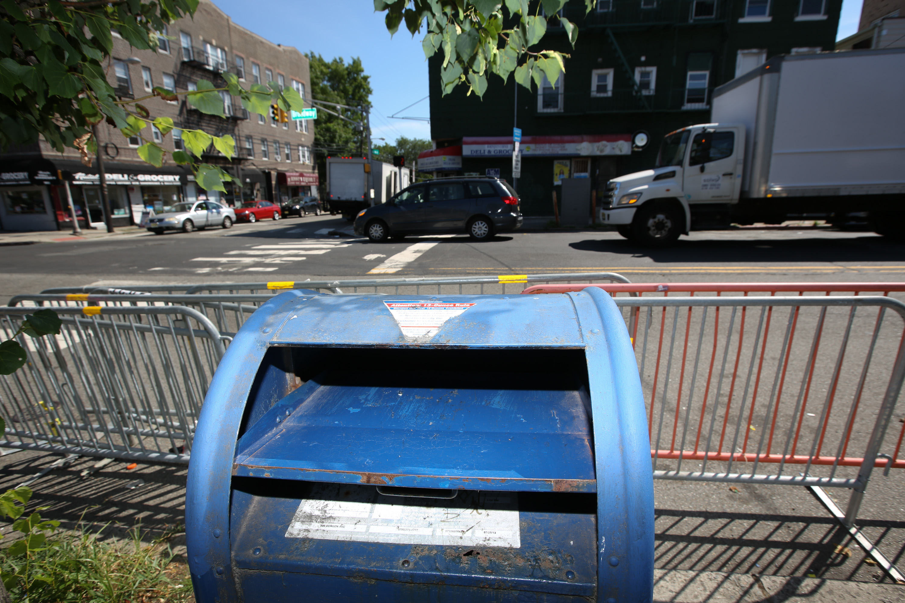 Here's a warning for people still using those old blue postal mailboxes