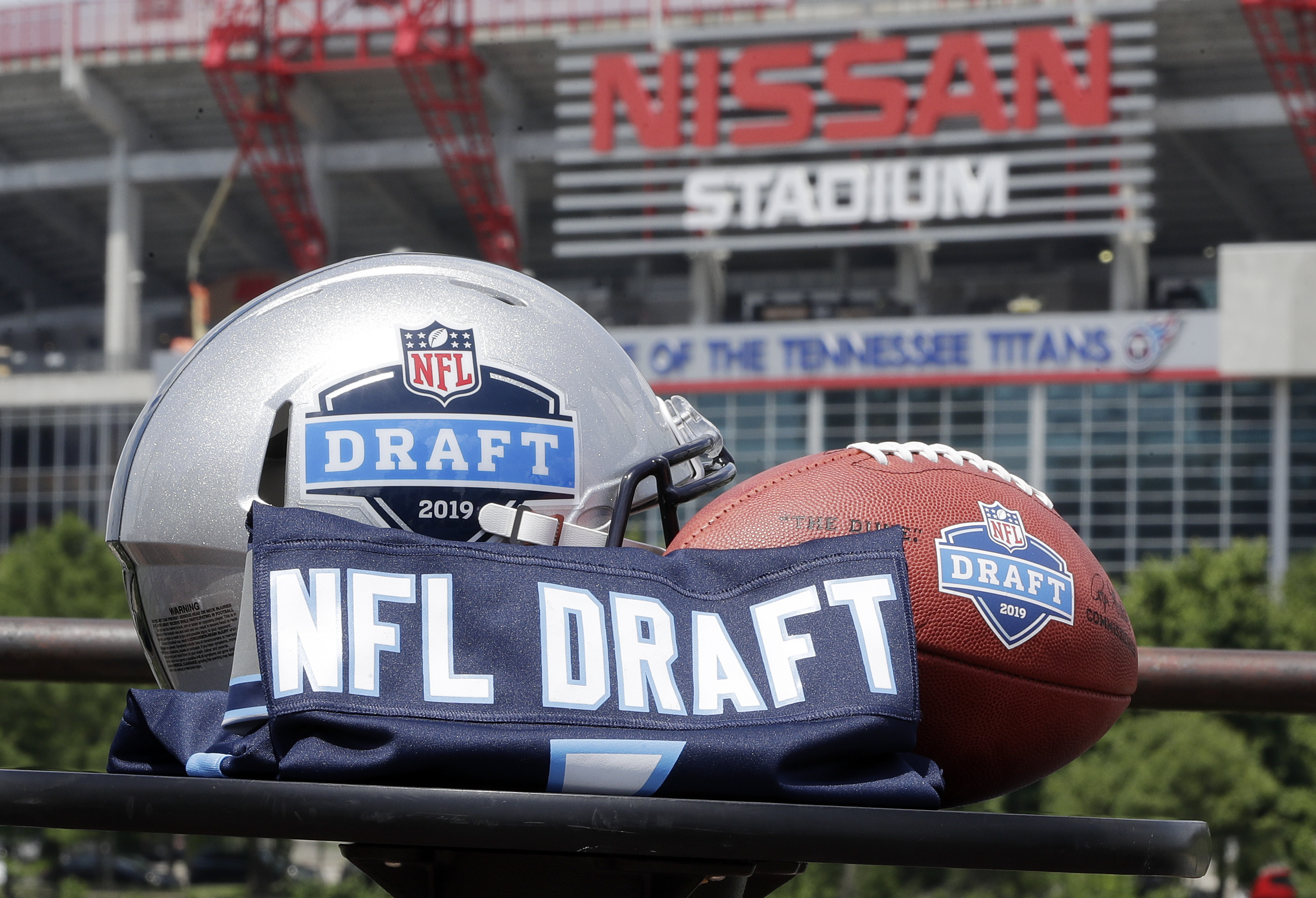 NFL Draft 2019: Latest rumors, news, deals | Raiders send home scouts? Dwayne Haskins to Giants? Bryce Love red flag? Eagles moving up? LIVE UPDATES