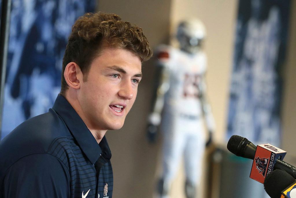 Report: Son of former Dallas Cowboys quarterback dies after long illness