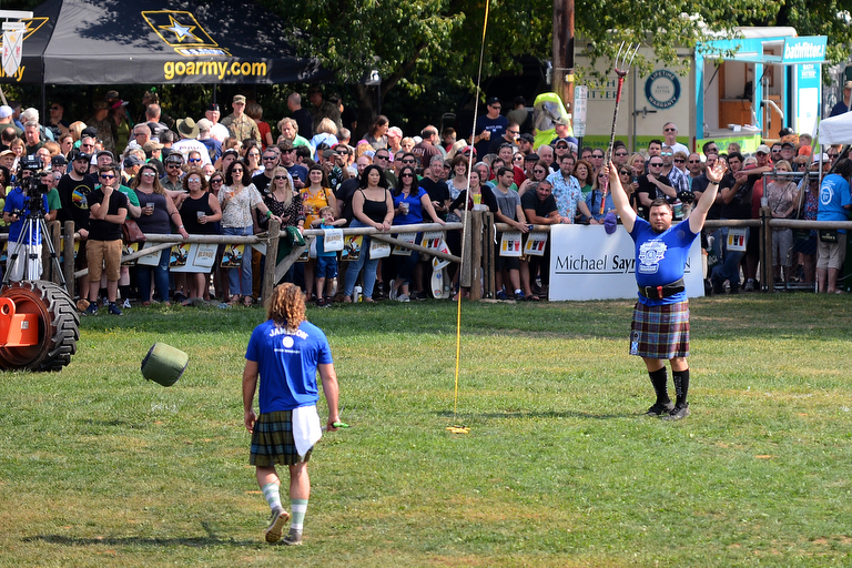 Look at these big dudes chucking heavy things at Celtic Classic (PHOTOS)