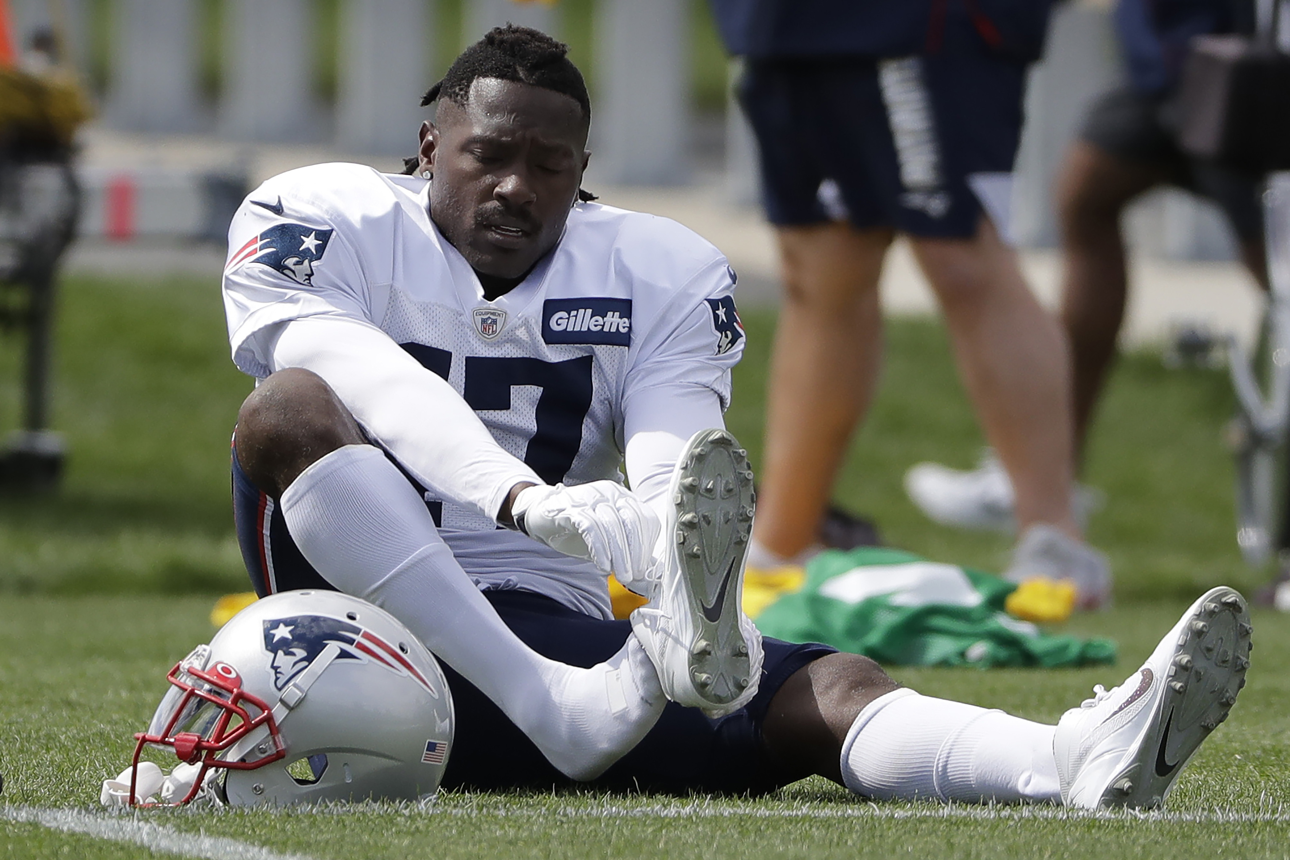 Twitter reacts as Patriots release WR Antonio Brown | 'Right thing to do'