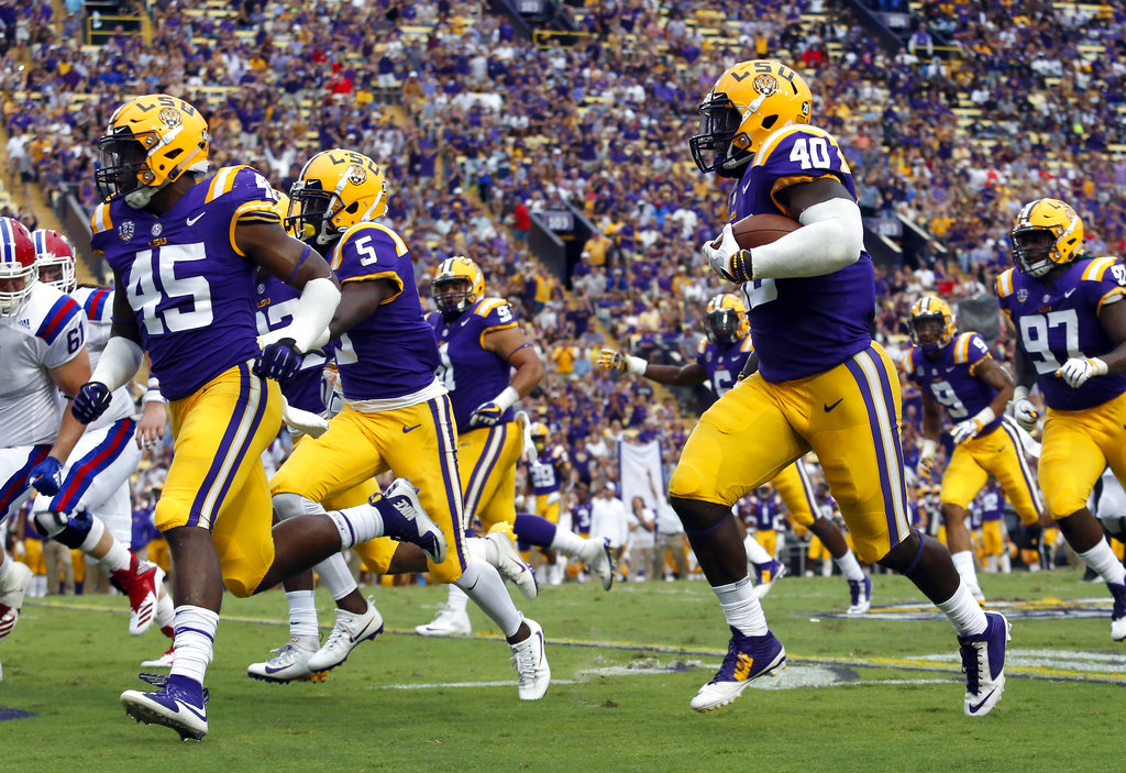 LSU's Devin White (40) will miss the first half of the Nov. 3 game against Alabama after being ejected for targeting in the second half against Mississippi State last Saturday. (AP Photo/Tyler Kaufman, File)