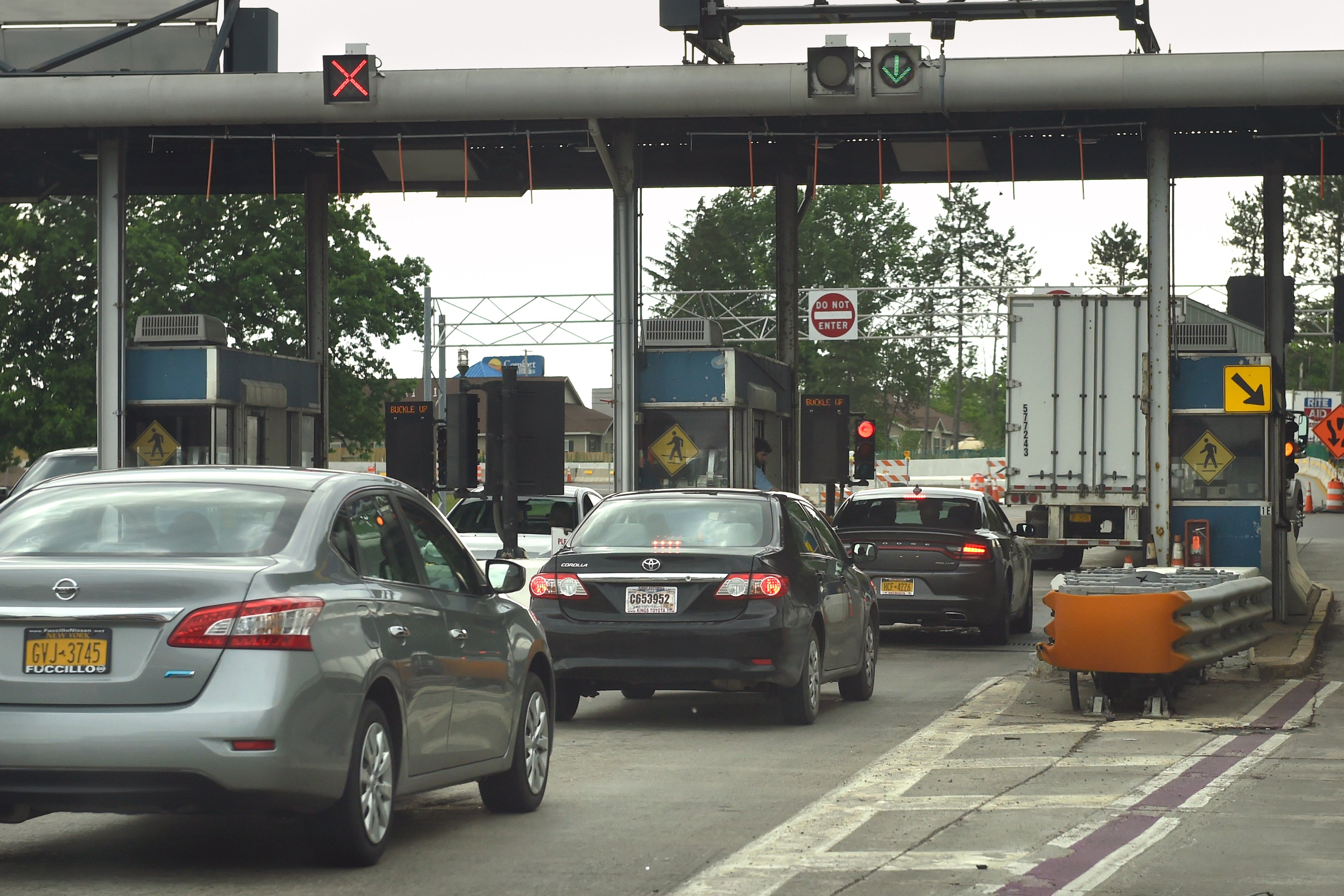 NY Thruway toll hikes needed by 2022, analyst says