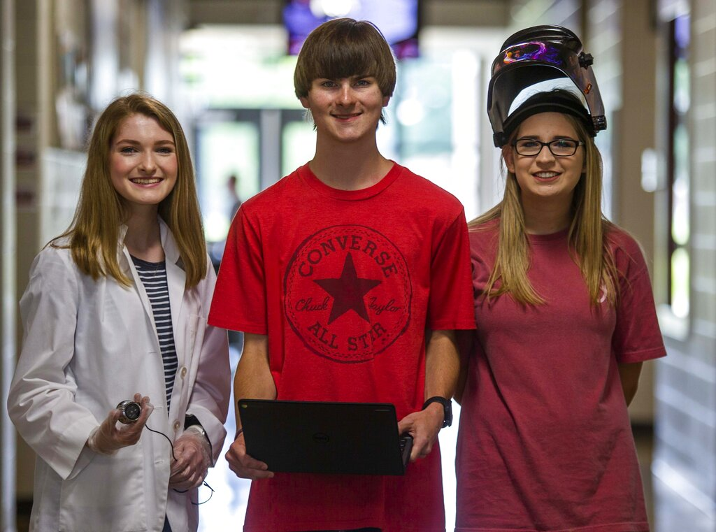Muscle Shoals students driven to succeed despite hearing loss