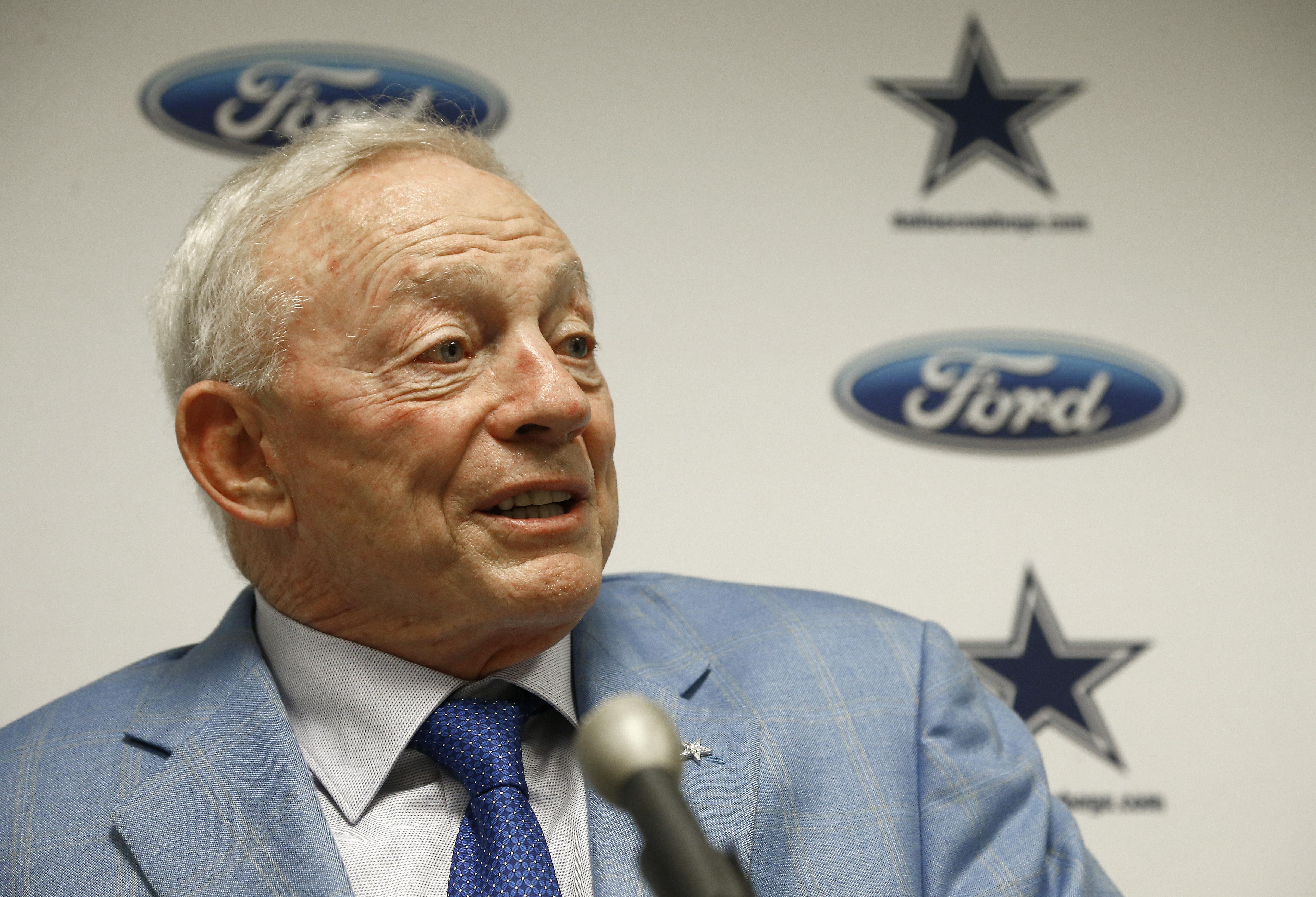 NFL rumors: Cowboys' Jerry Jones takes Ezekiel Elliott contract leverage to new level