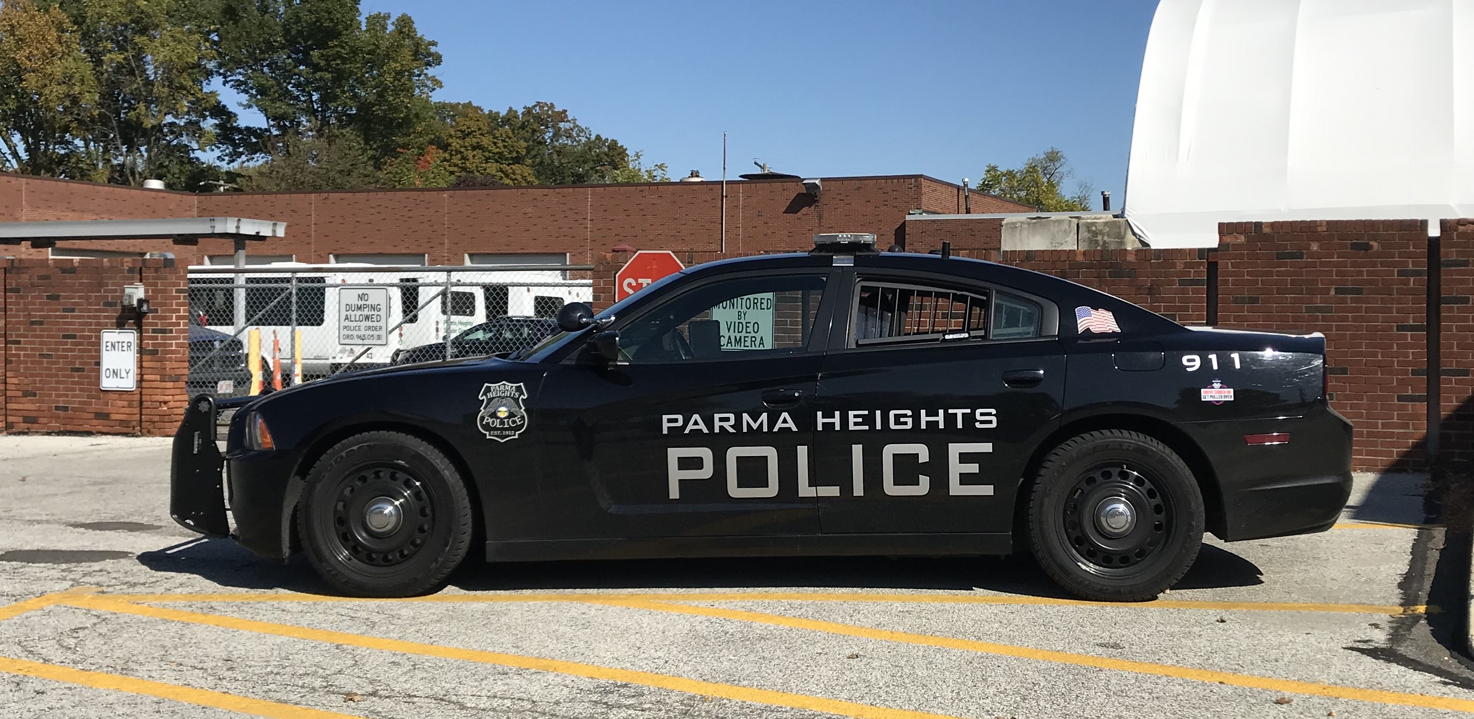 Cleveland driver tries to elude police with kids in back ...