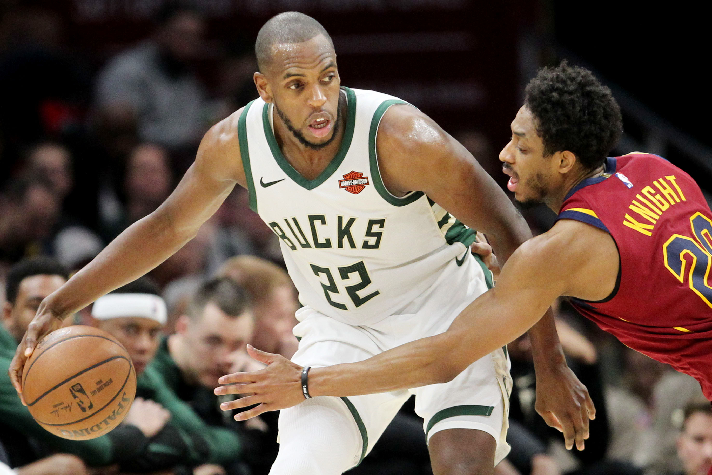 Khris Middleton agrees to re-signs with ...