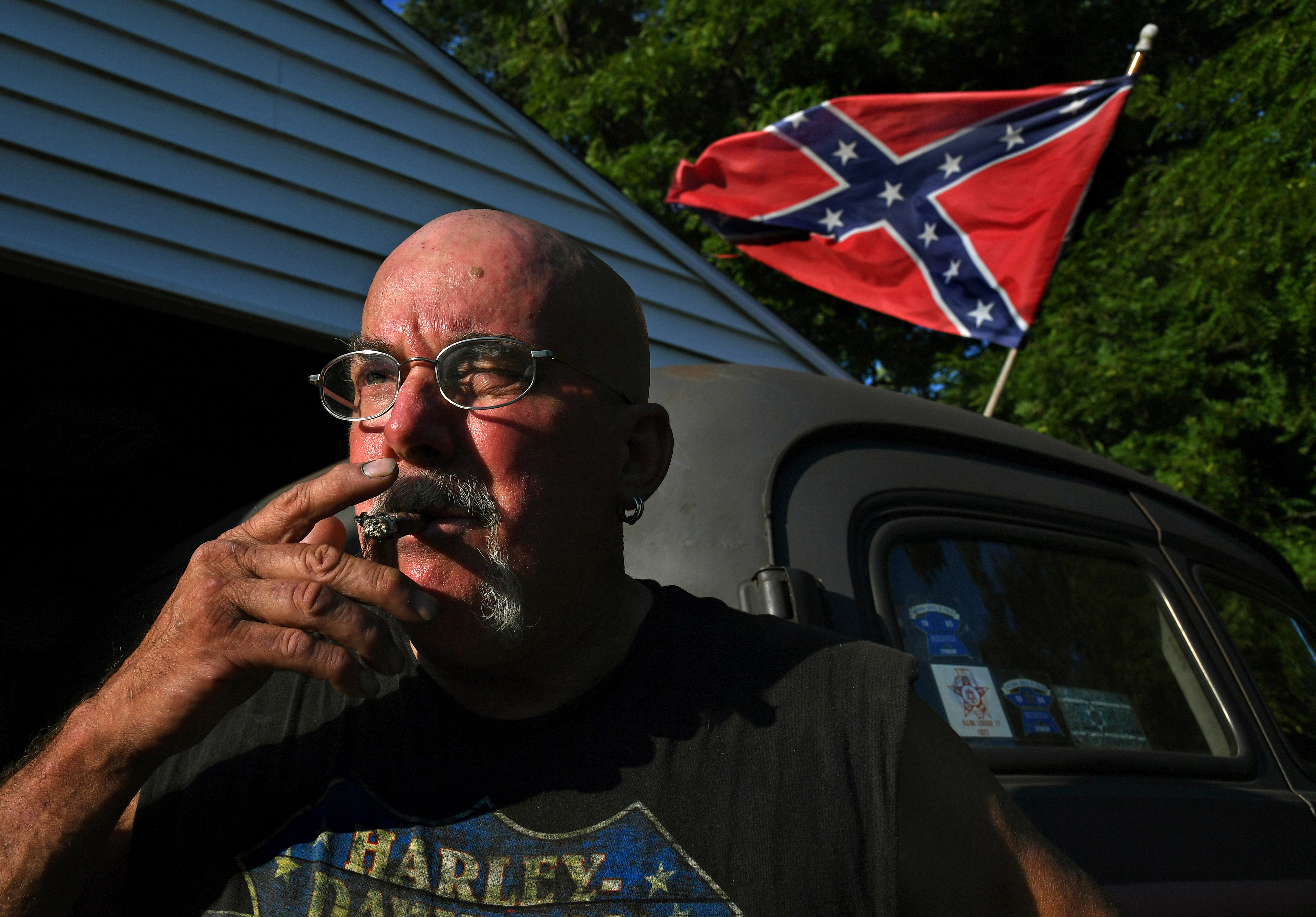 Greg Cler is a Northerner who feels a bond with the Confederate flag. As in the South, many whites in the North say the flag is not a symbol of hate. MUST CREDIT: Washington Post photo by Michael S. Williamson