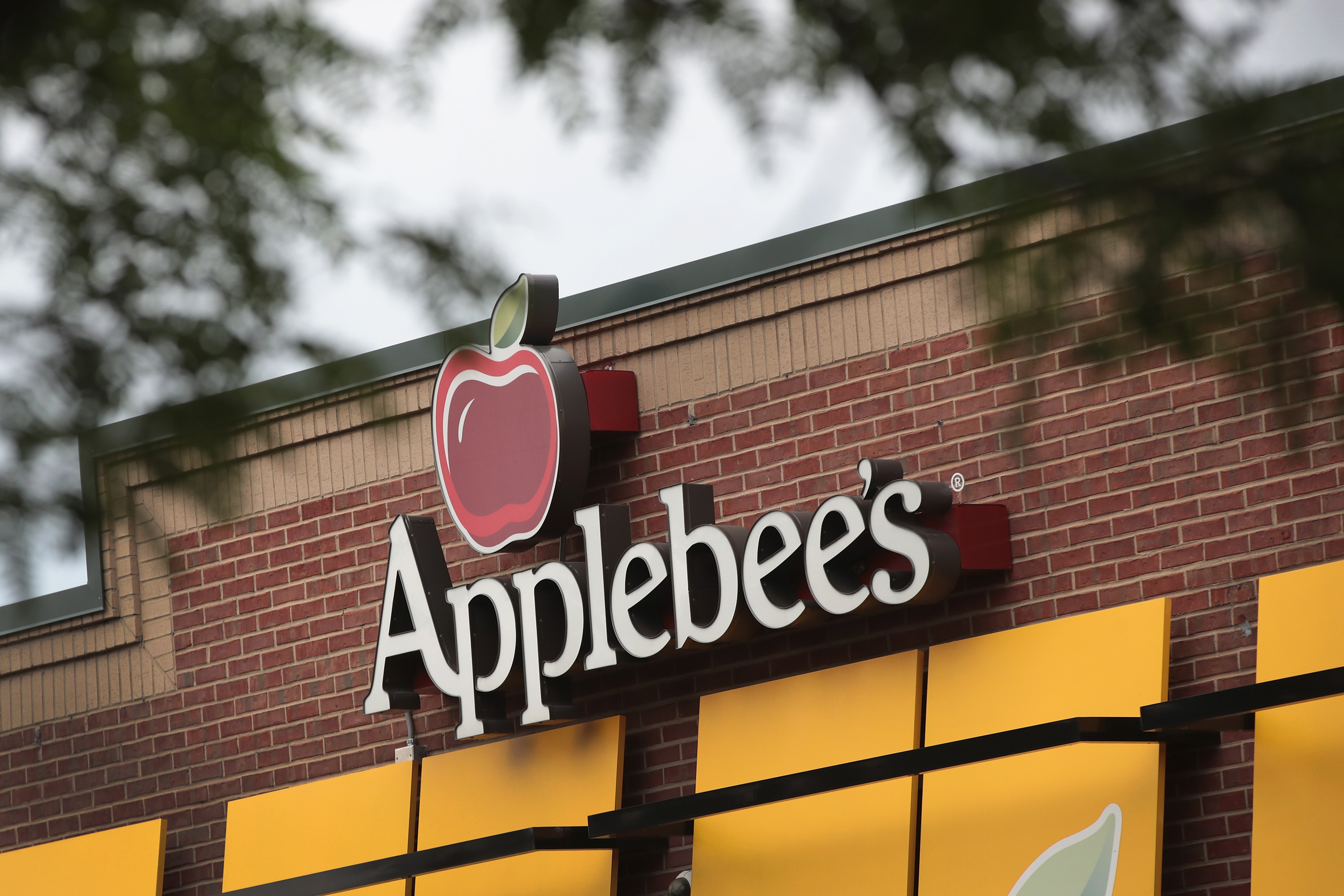Applebee's fired me after I booted bar customer making anti-Muslim comments, supervisor says in suit
