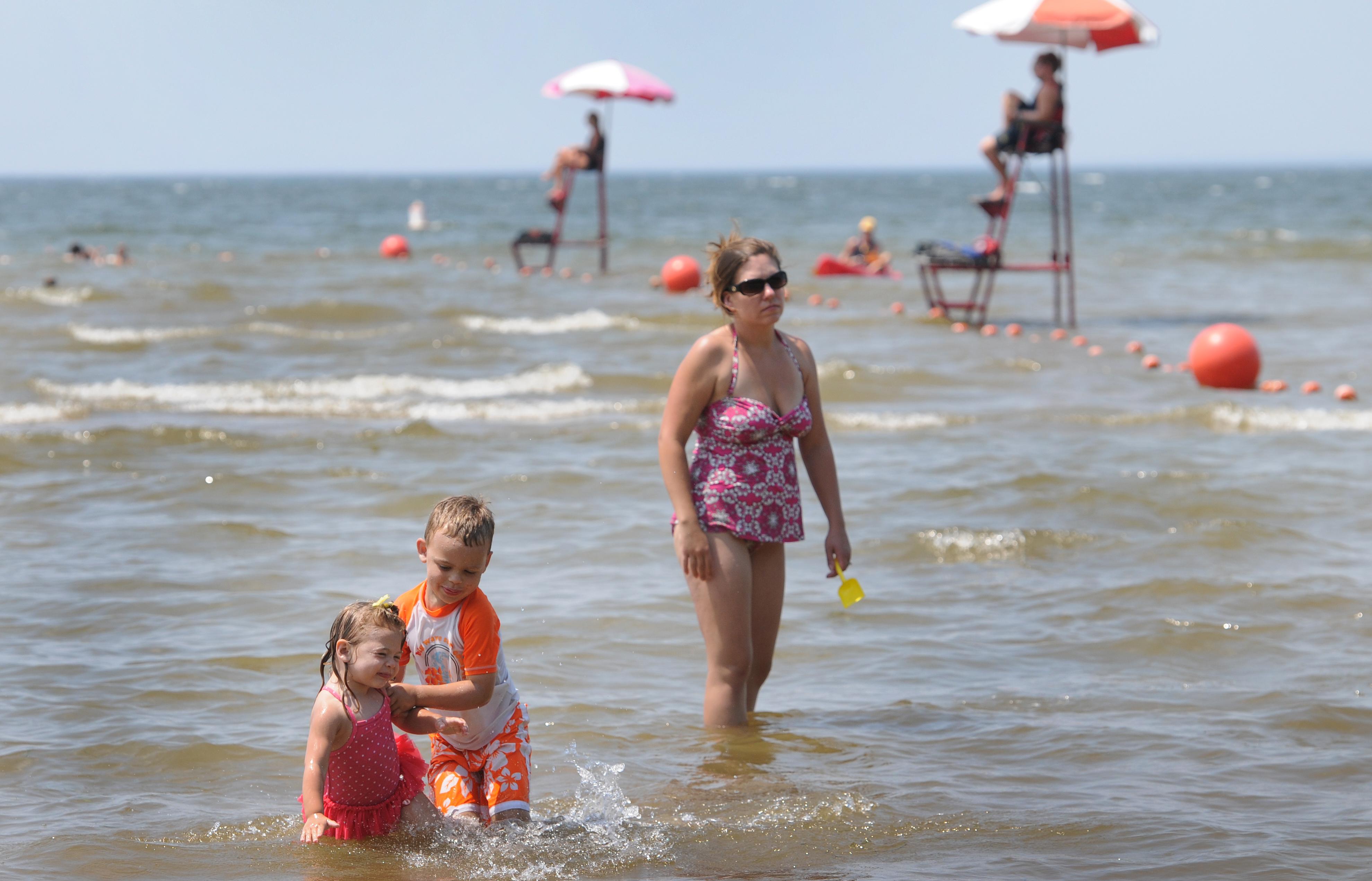 Algae bloom forces second CNY beach to close swim season