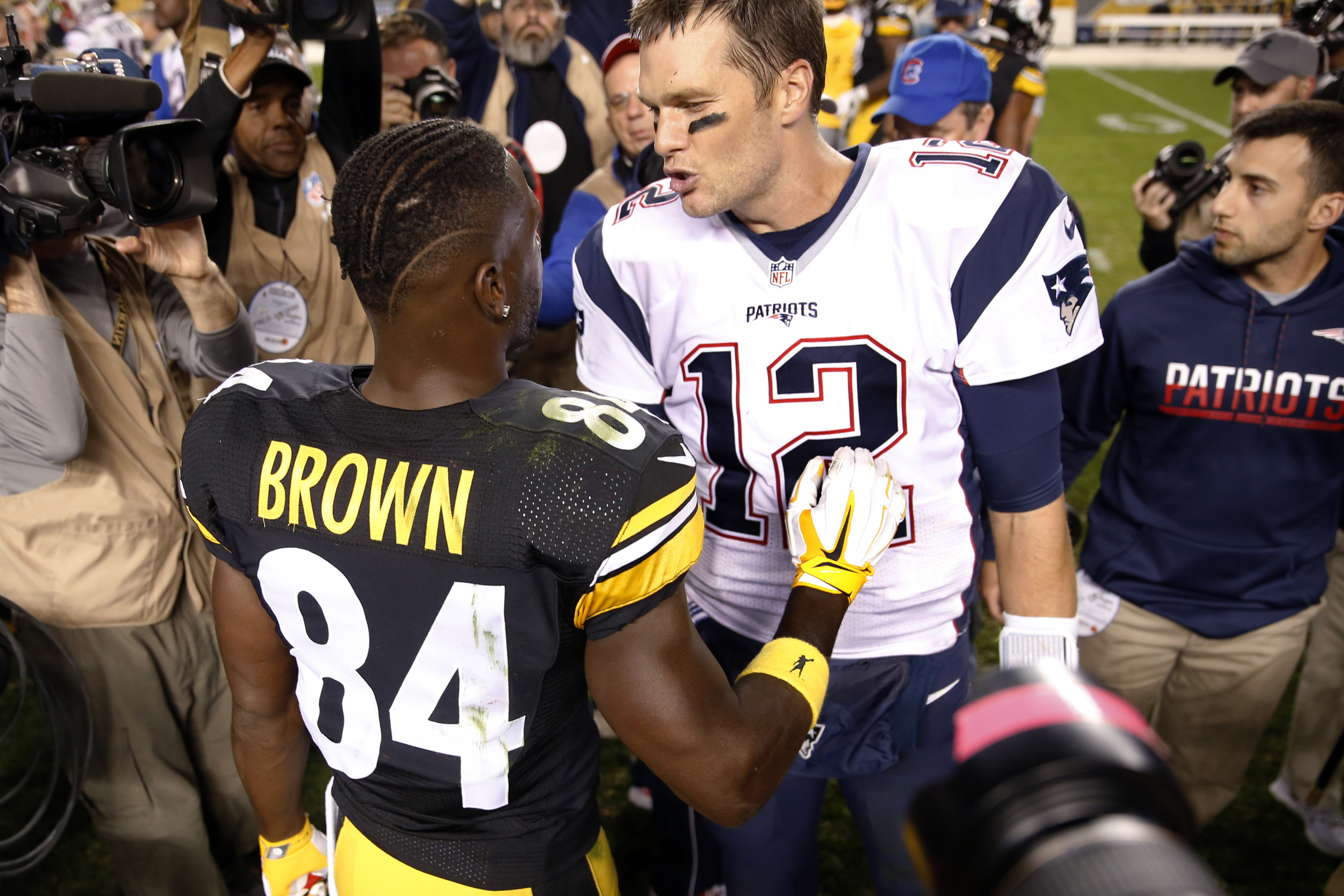 best service f4a50 568cf How the New England Patriots should game plan Antonio ...