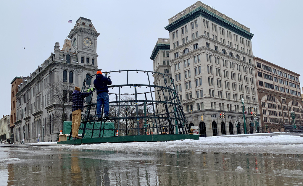 Syracuse's new artificial Christmas tree will be welcomed to Clinton Square by SpongeBob