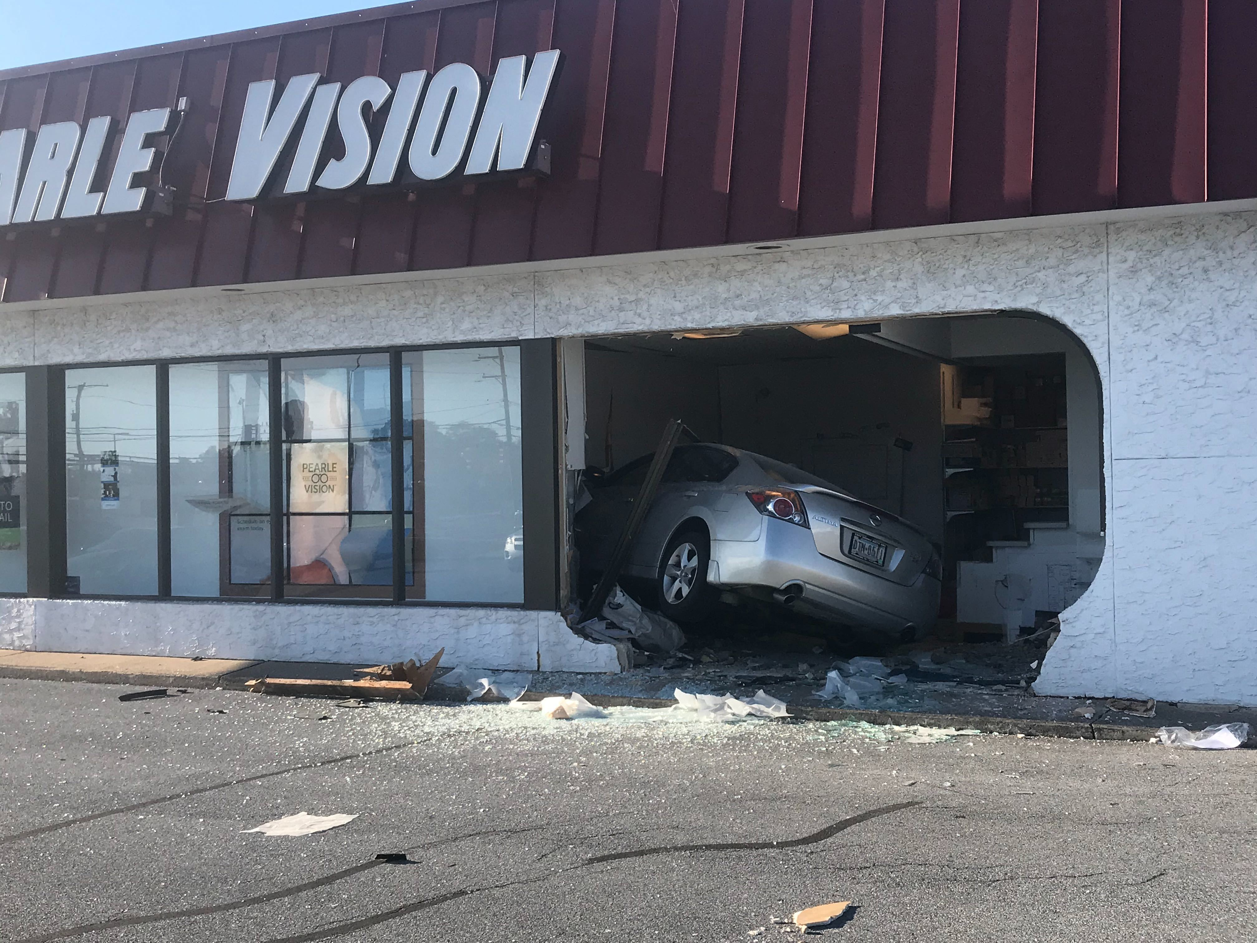 Driver loses control, smashes into store in Dauphin County