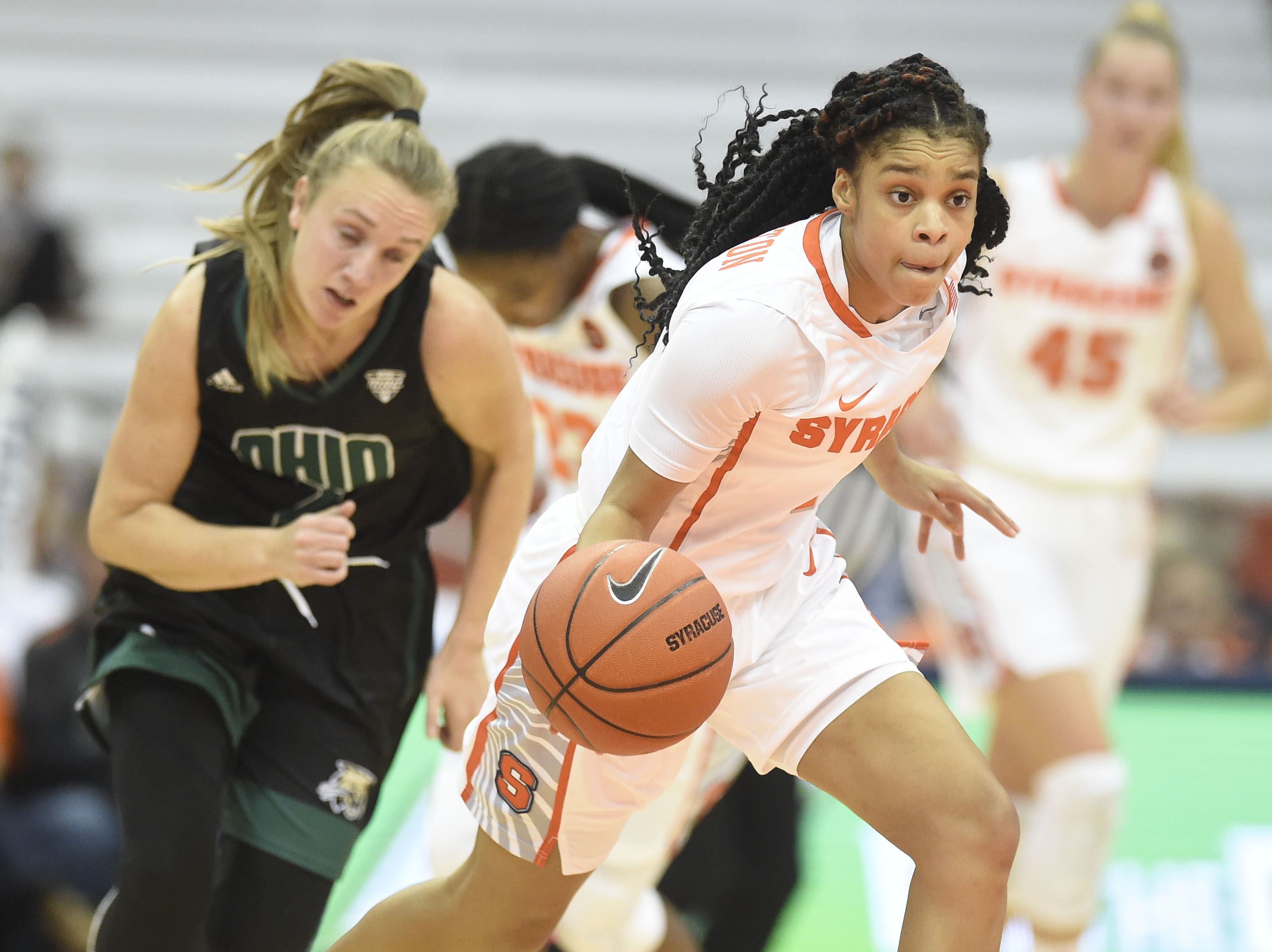 Rookie Point Guard A Quick Fit With Syracuse Women S