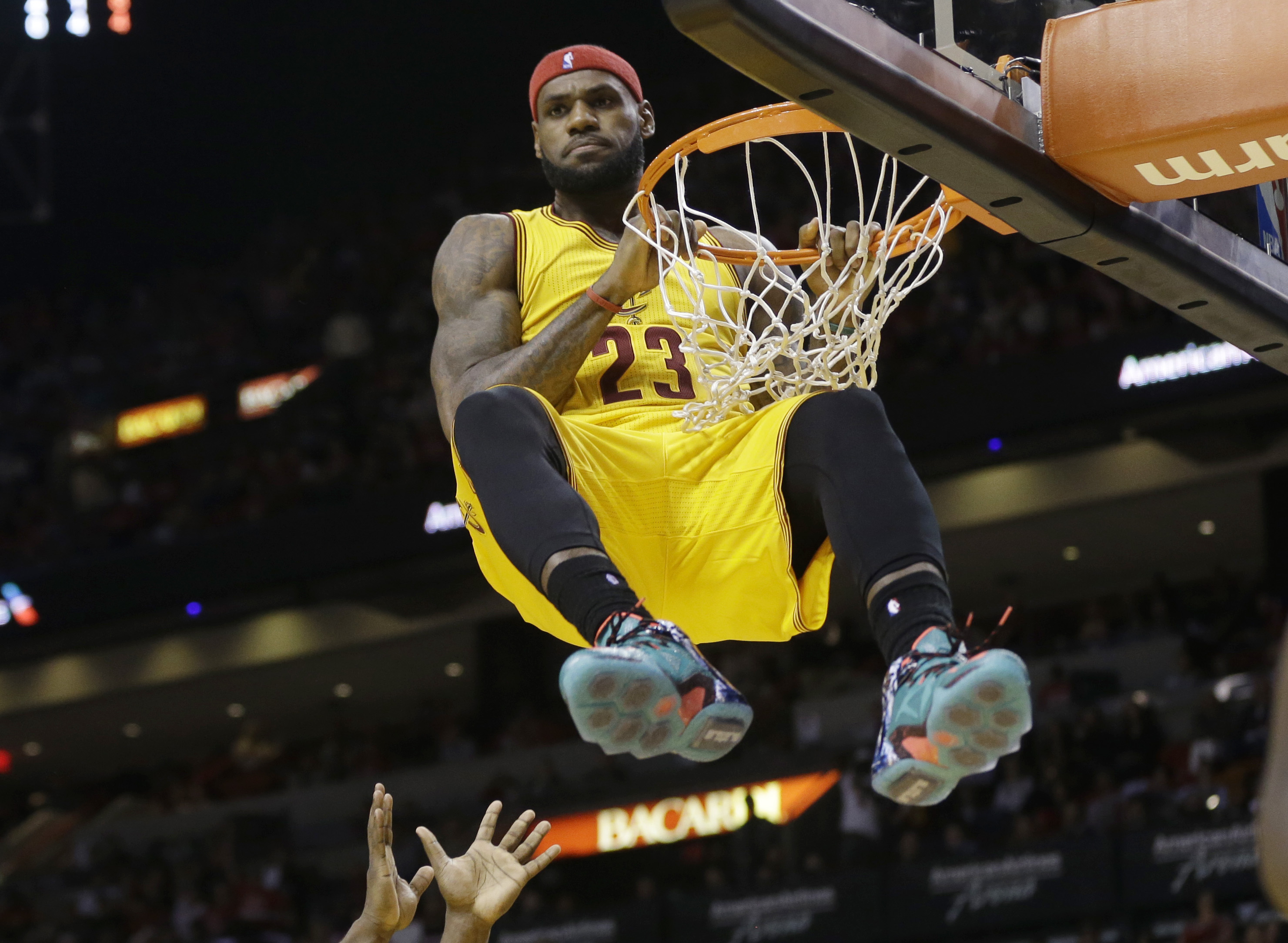 Lebron Reminds Former Cavs Teammate Of Vicious Poster Dunk
