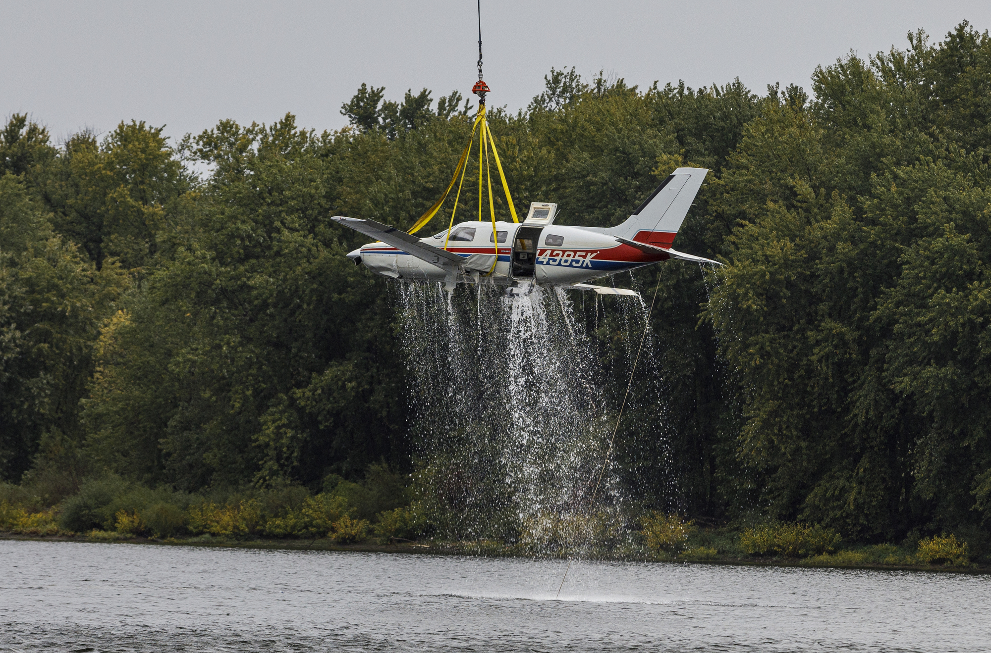 Onlookers impressed by helicopter's quick removal of airplane from Susquehanna River