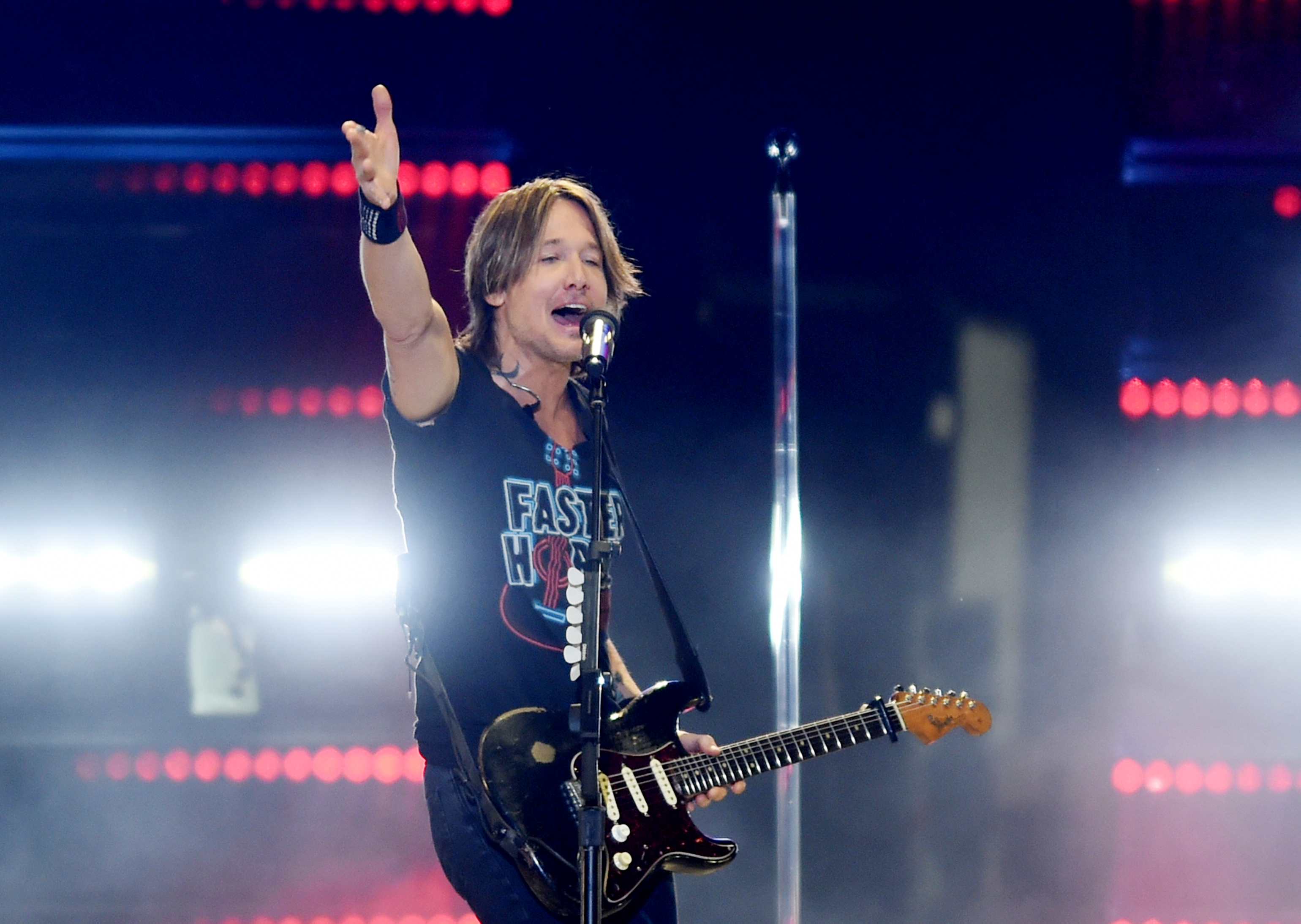 Keith Urban closes out sweat-soaked first day of 2019 Faster Horses Festival