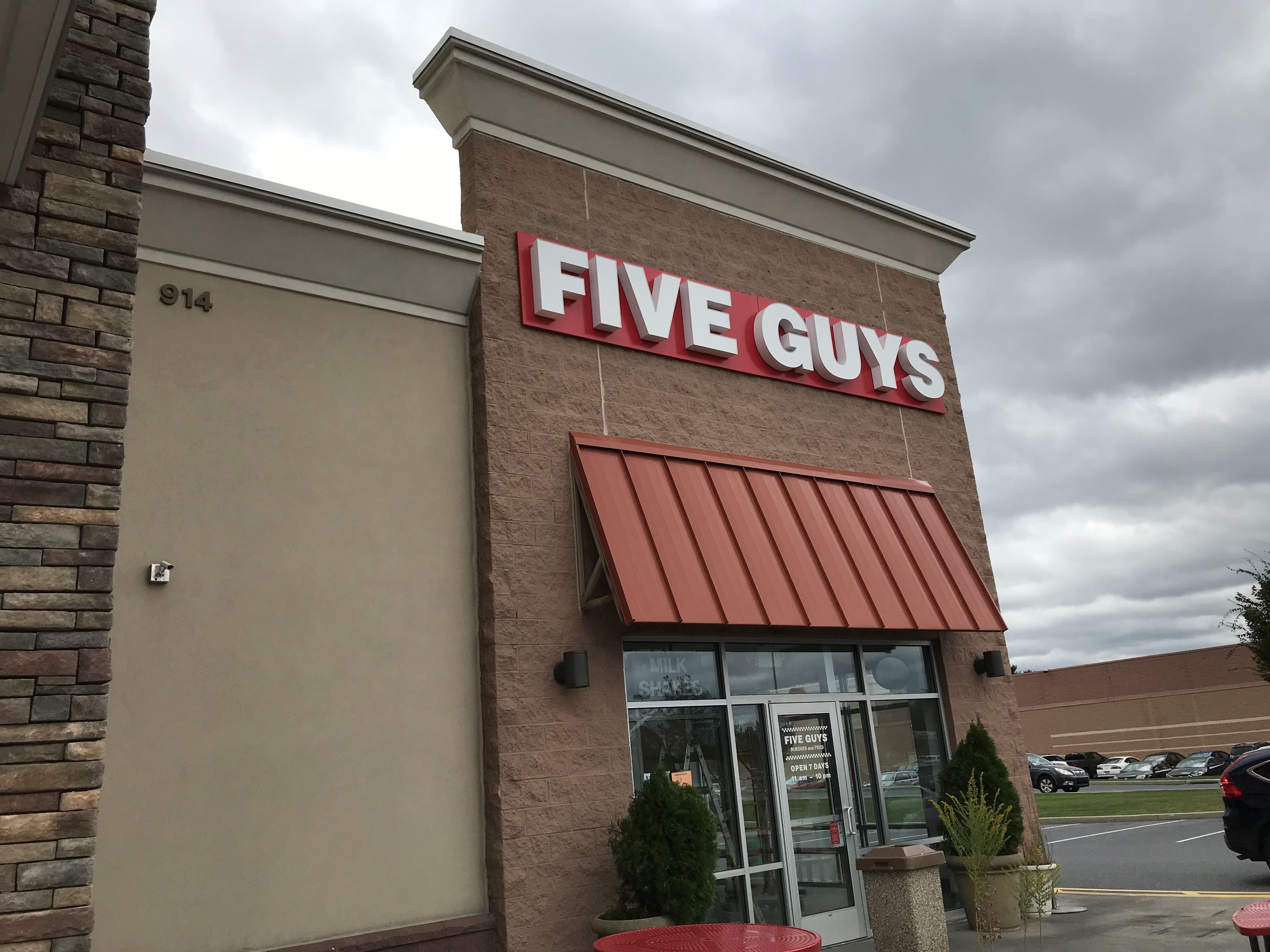 """Five Guys employee fired for calling N.J. police officers """"pigs"""""""