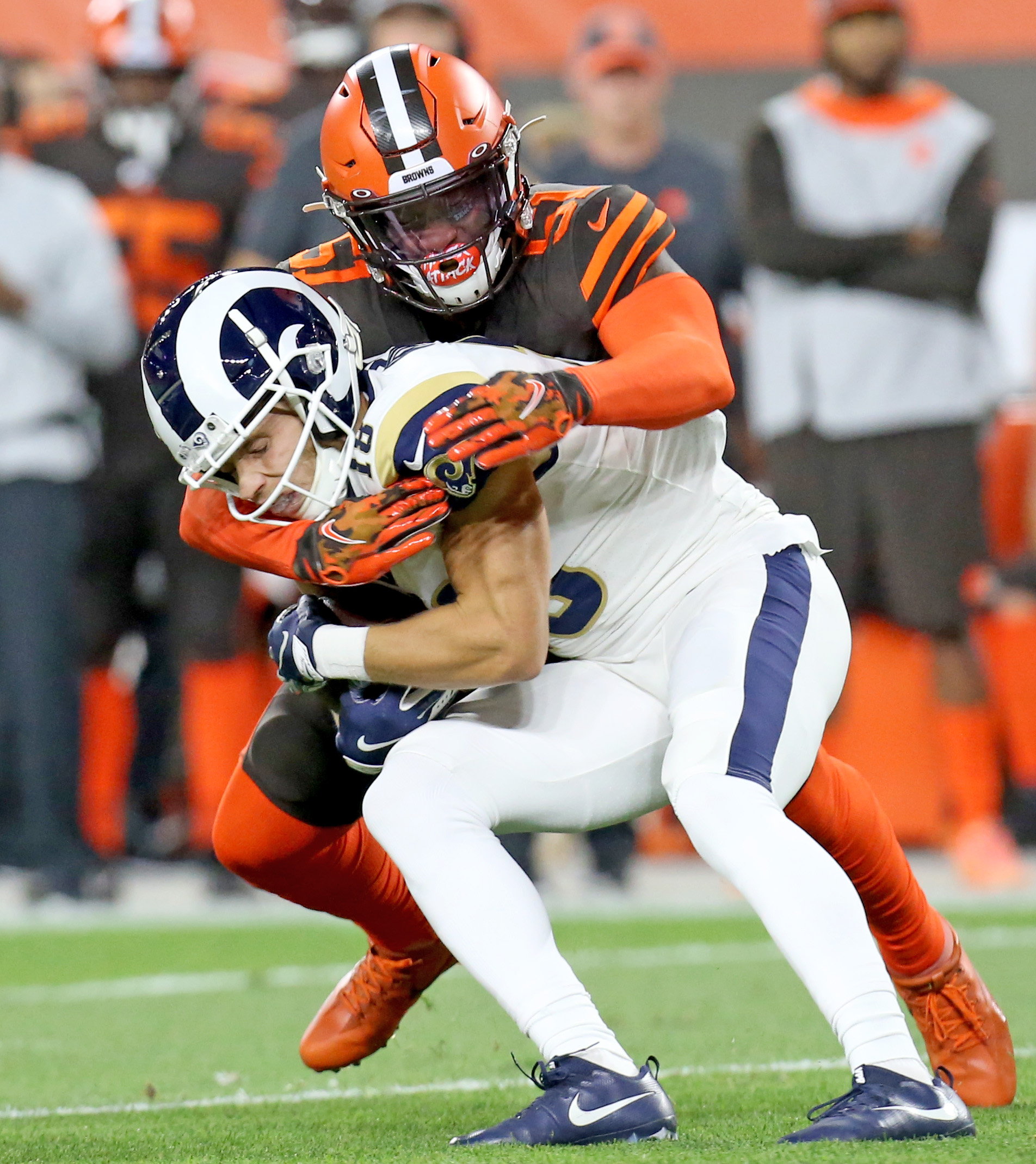 Cleveland Browns-L.A. Rams Halftime Scribbles: Tough defense keeping it close; offense sputters; Browns lead, 6-3