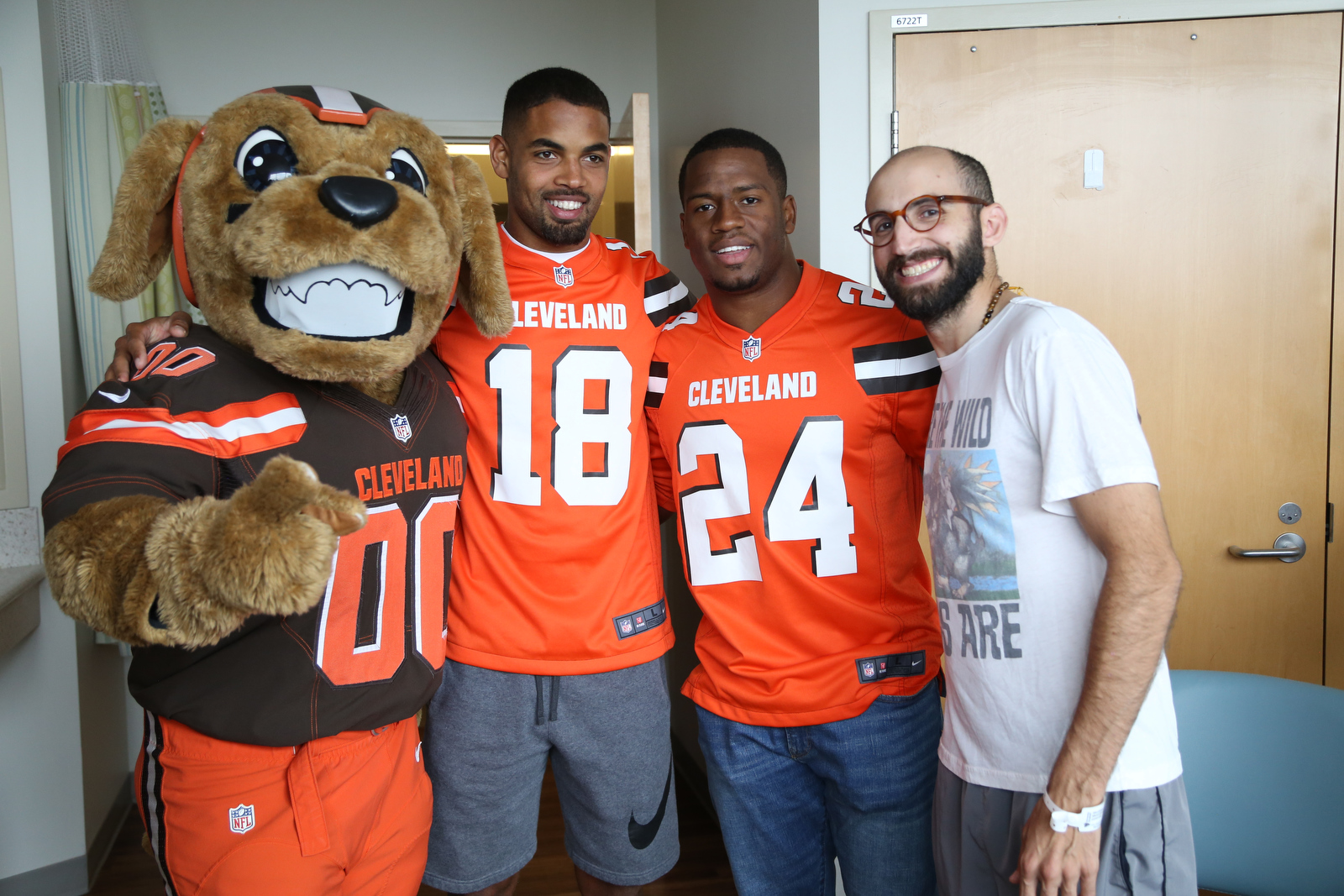 Browns players visit cancer patients at University Hospitals Seidman Cancer Center
